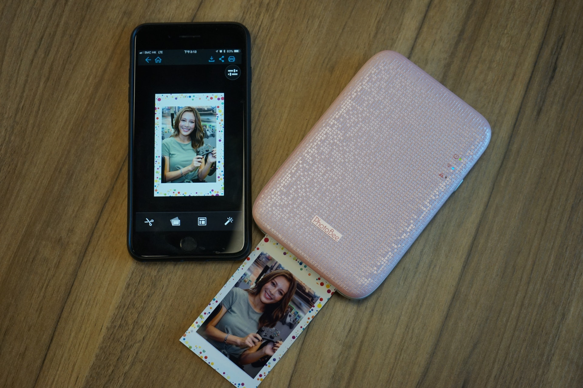 PhotoBee可能是最平的手機即時相片打印的最平方案。 (鄧鴻至 攝)