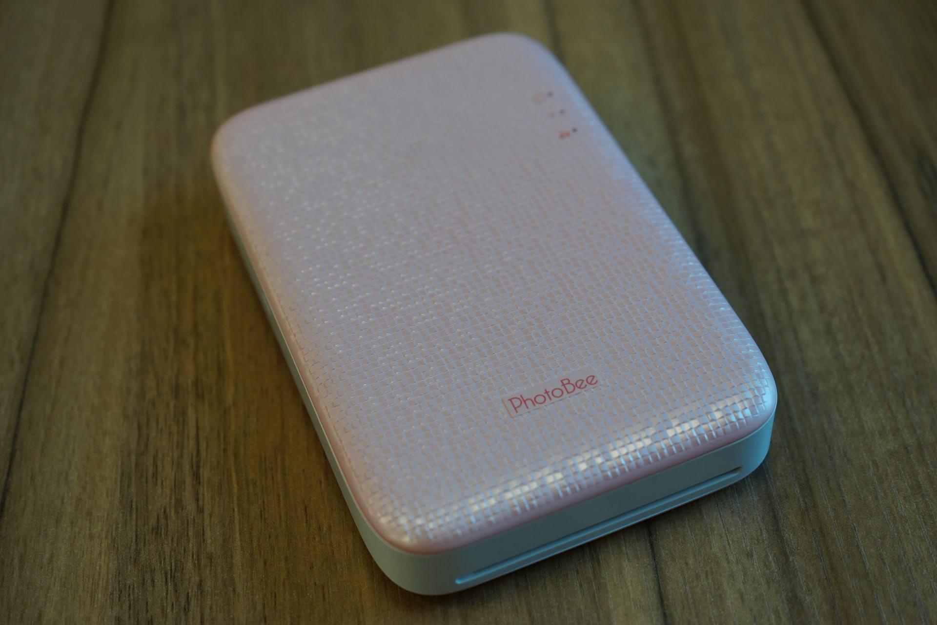 PhotoBee外型設計如一般外置硬碟。 (鄧鴻至 攝)