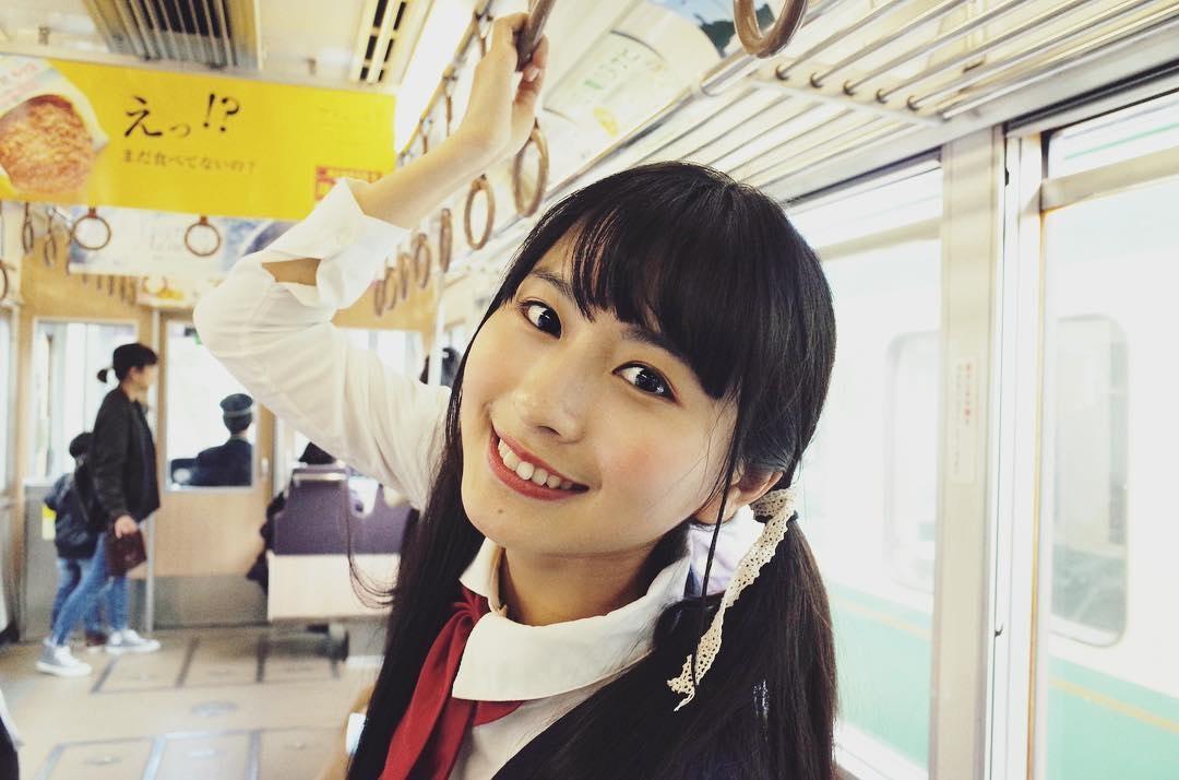龍夢柔 龍夢柔不時穿上日本校服拍照,並上載至其微