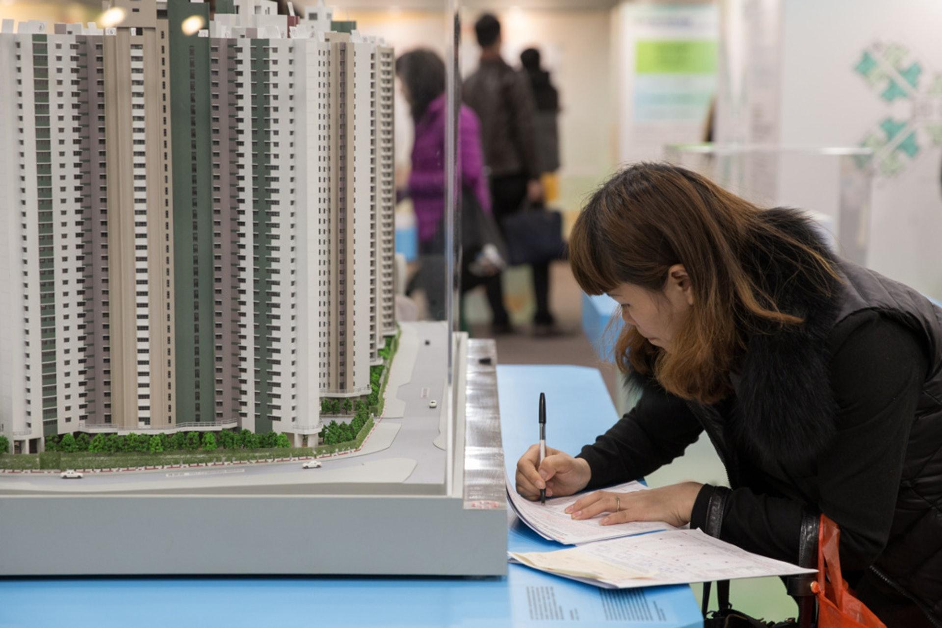 政府近年每次推出居屋,都吸引不少市民申請。(資料圖片)