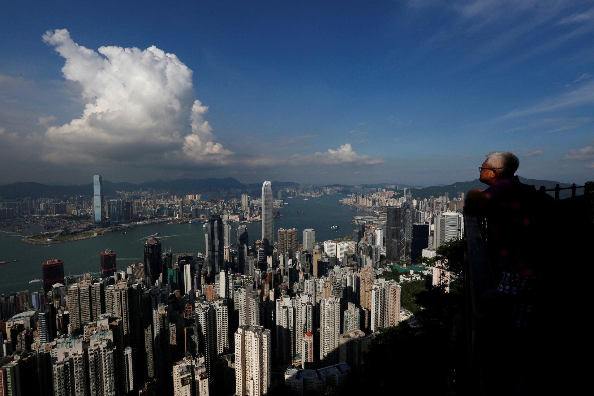 石峰相信利率因素最快要到明年底才可能影響樓價。﹙路透社﹚