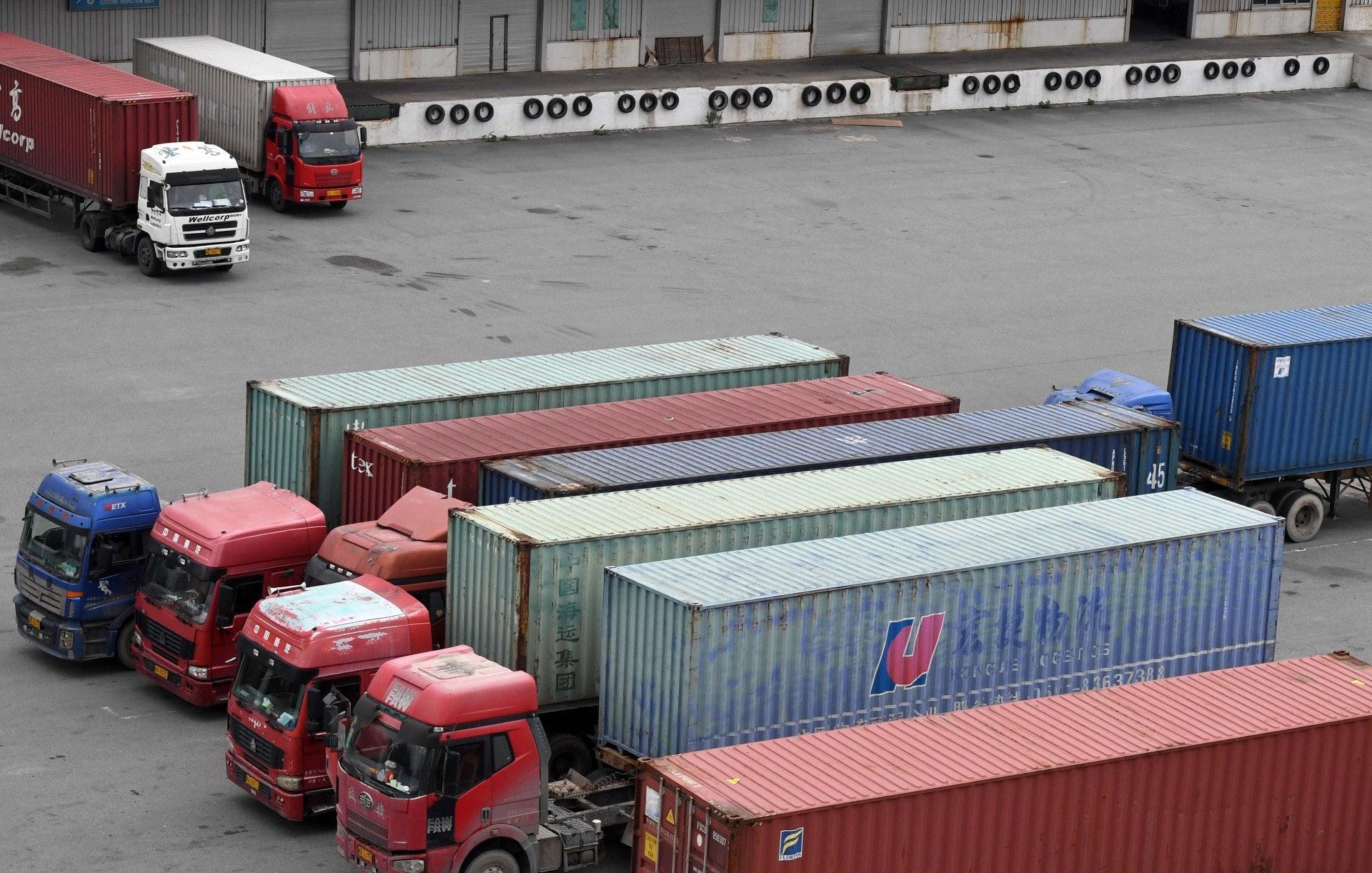 發改委今年陸續推出物流業減稅降費措施,包括貨櫃車的車架將減一半車輛購置率。(中新社)