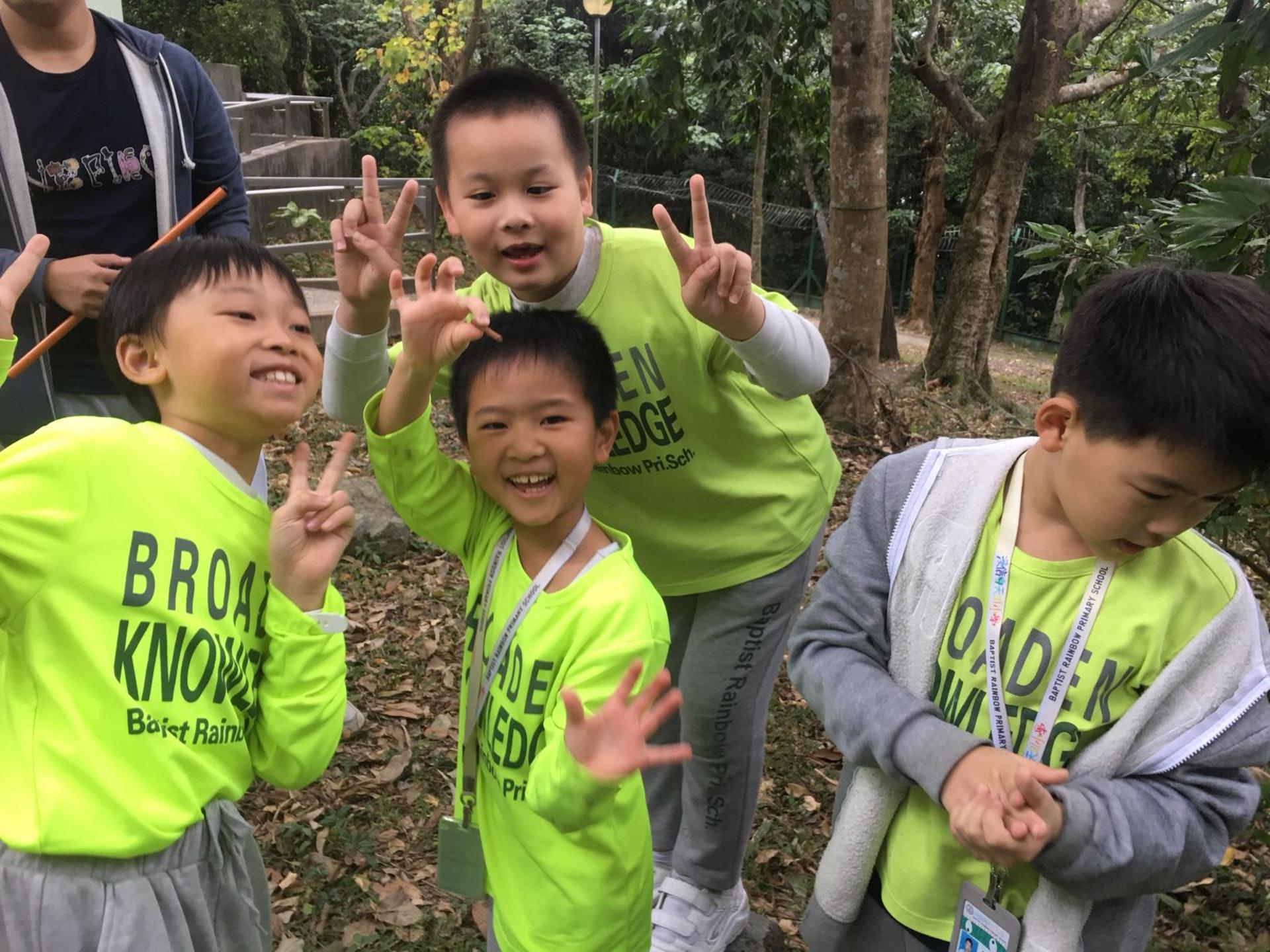 整個計劃分成三個階段,第一階段讓同學先學習樹木的基本知識,王嘉蓉指希望透過多次的戶外考察,令同學了解樹木與自身的關係。(相片由受訪者提供)
