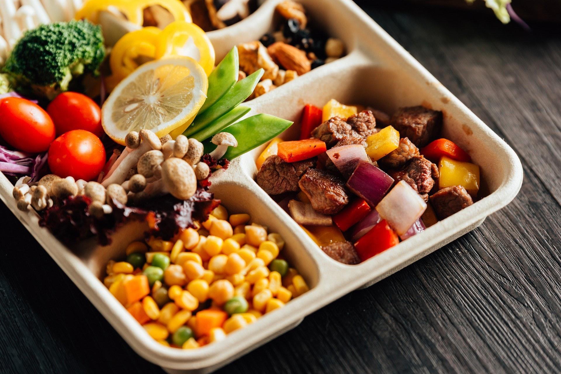 打工仔學識選擇食物及均衡飲食同樣可改善嗜睡情況。(視覺中國)