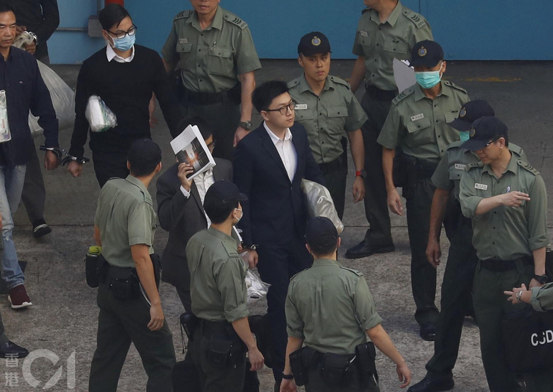 2018年6月11日,旺角�}�y案判刑,梁天琦、�S家�x、�R建民由荔枝角收押所押上囚�。(余俊亮�z)