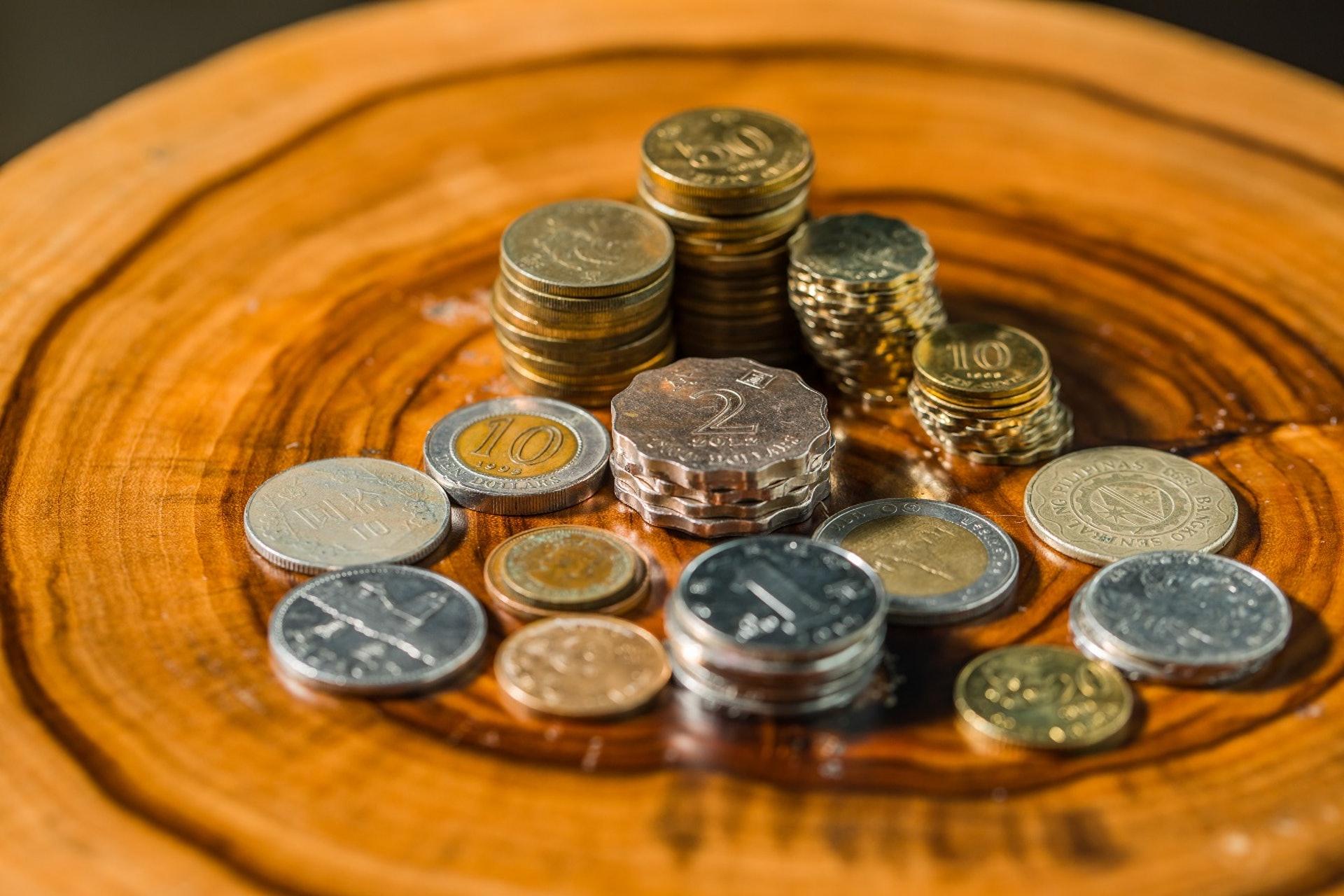 很多人覺得硬幣又重面額又少,索性放在家中不用,久而久之便堆積如山。﹝吳煒豪攝﹞