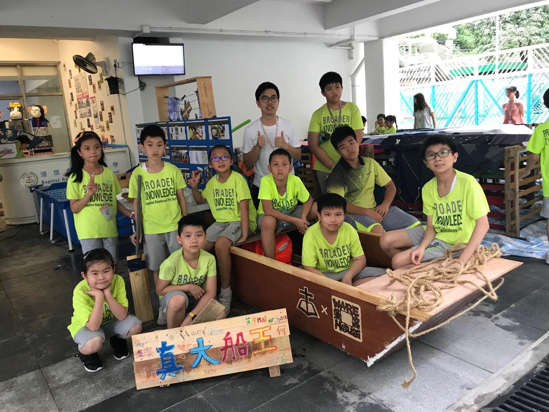 負責帶領此組的伍展鴻老師說,打算邀請香港風帆協會學校合作,明年體育課可將小船加入課程,讓有份設計的同學及高年級同學試乘小船。(鄧穎琳攝)