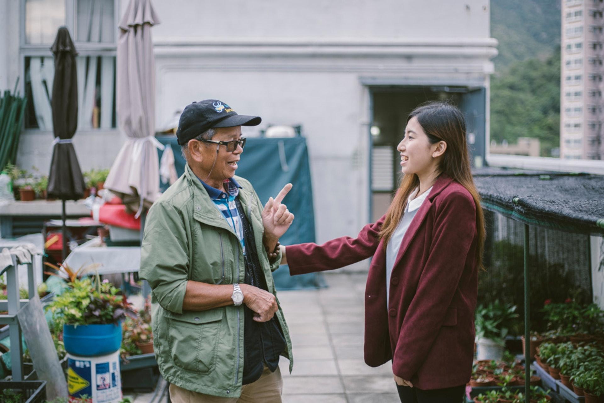 「新耆士實驗室」創辦人黃凱昕希望透過把長者的技藝再包裝及推廣,讓他們可以在退休後發展新的工作寄託。(鄭子峰攝)