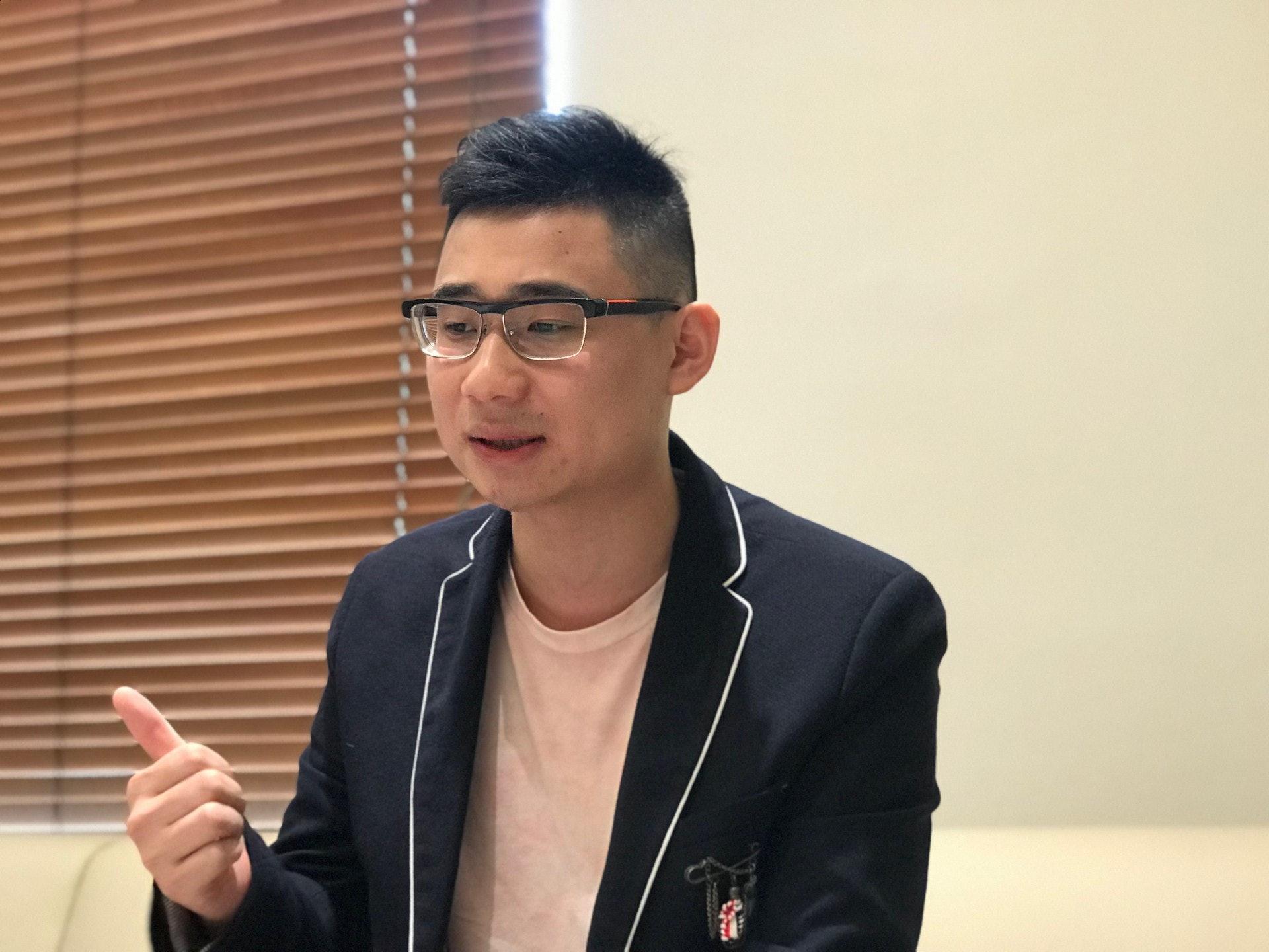 今年就讀香港中文大學中文系三年級的李謙諾,中學選修科以理科為主,卻在初中偶然發現自己對中文具濃厚興趣。(鄧穎琳攝)