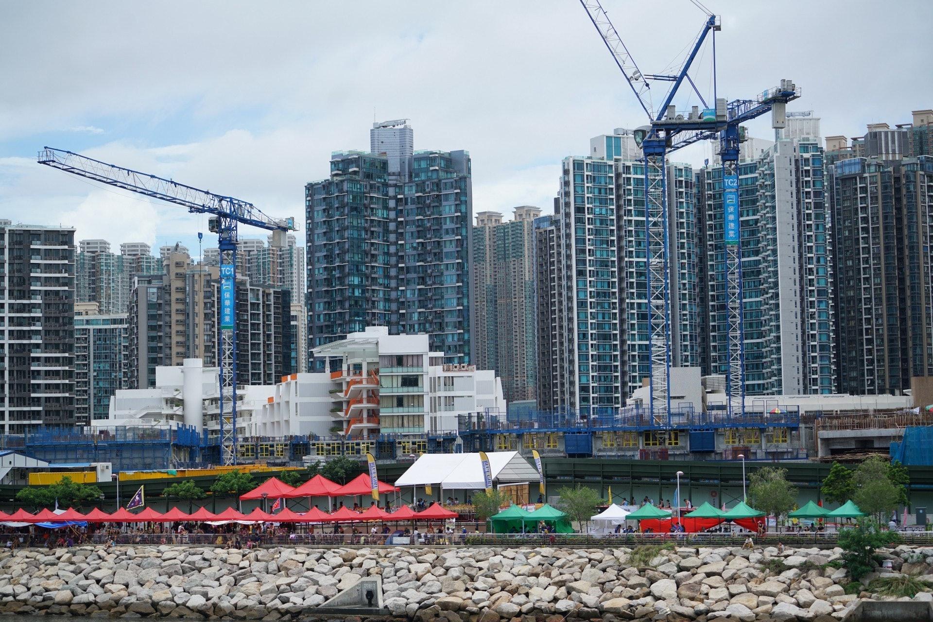 房委會將軍澳臨海居屋剛開始興建,目前只建了低層單位,房委會提出命名為「雍明苑」。