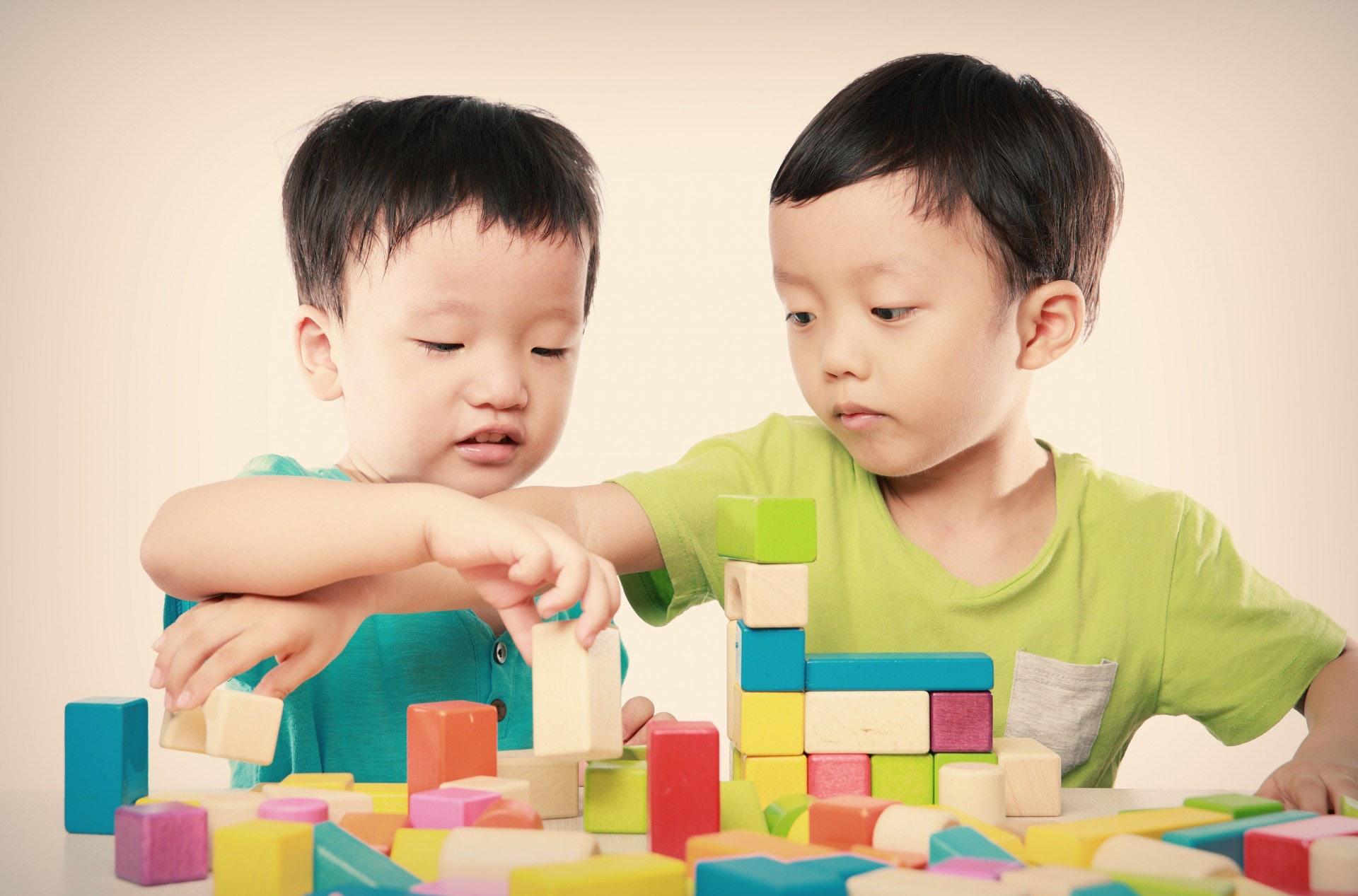 只要孩子充分被滿足後,自然就會分享給他人。(視覺中國)