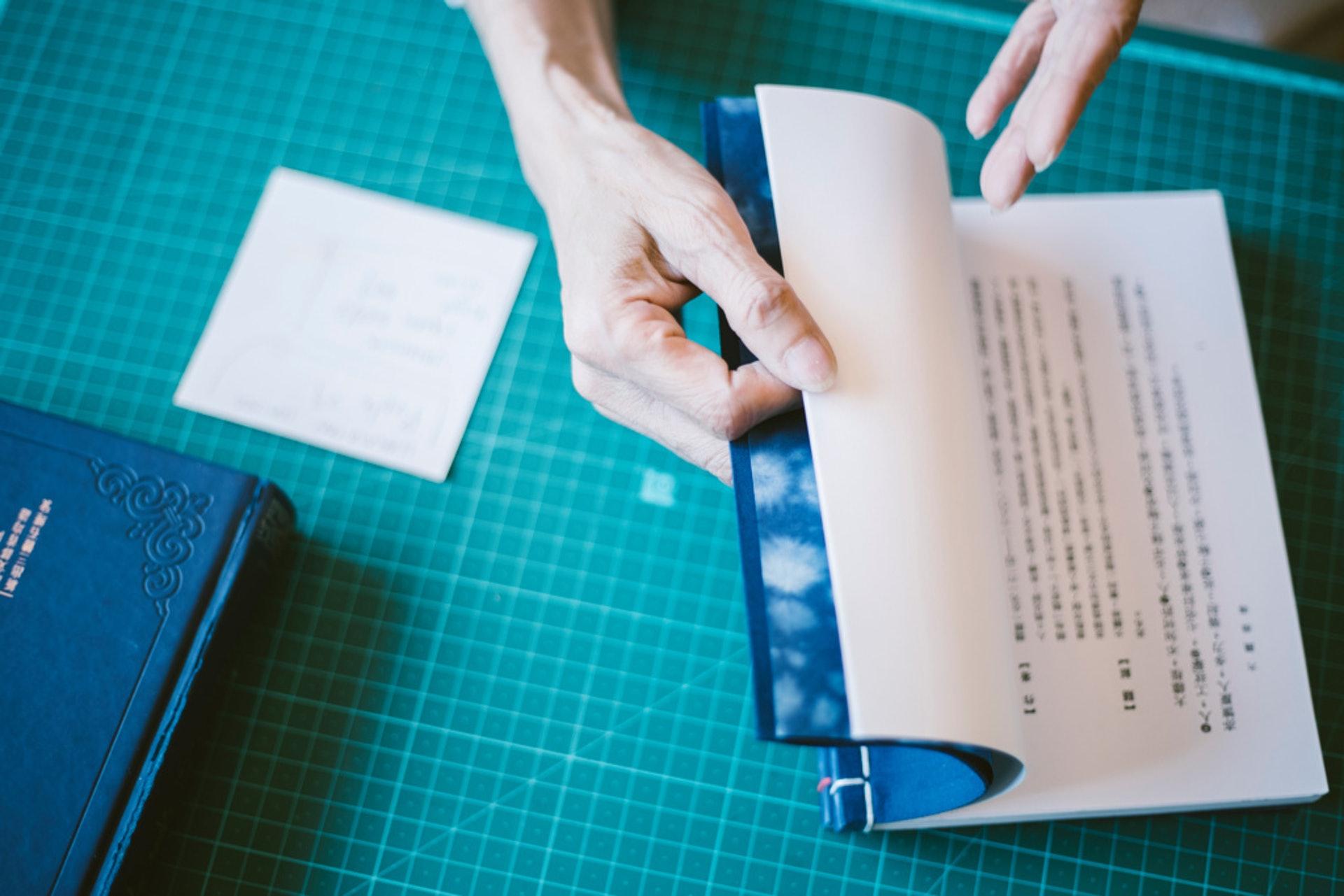 在傳統線裝書加入西式Waste Paper,全為給人揭爛而設,防止開卷正文「首當其衝」。