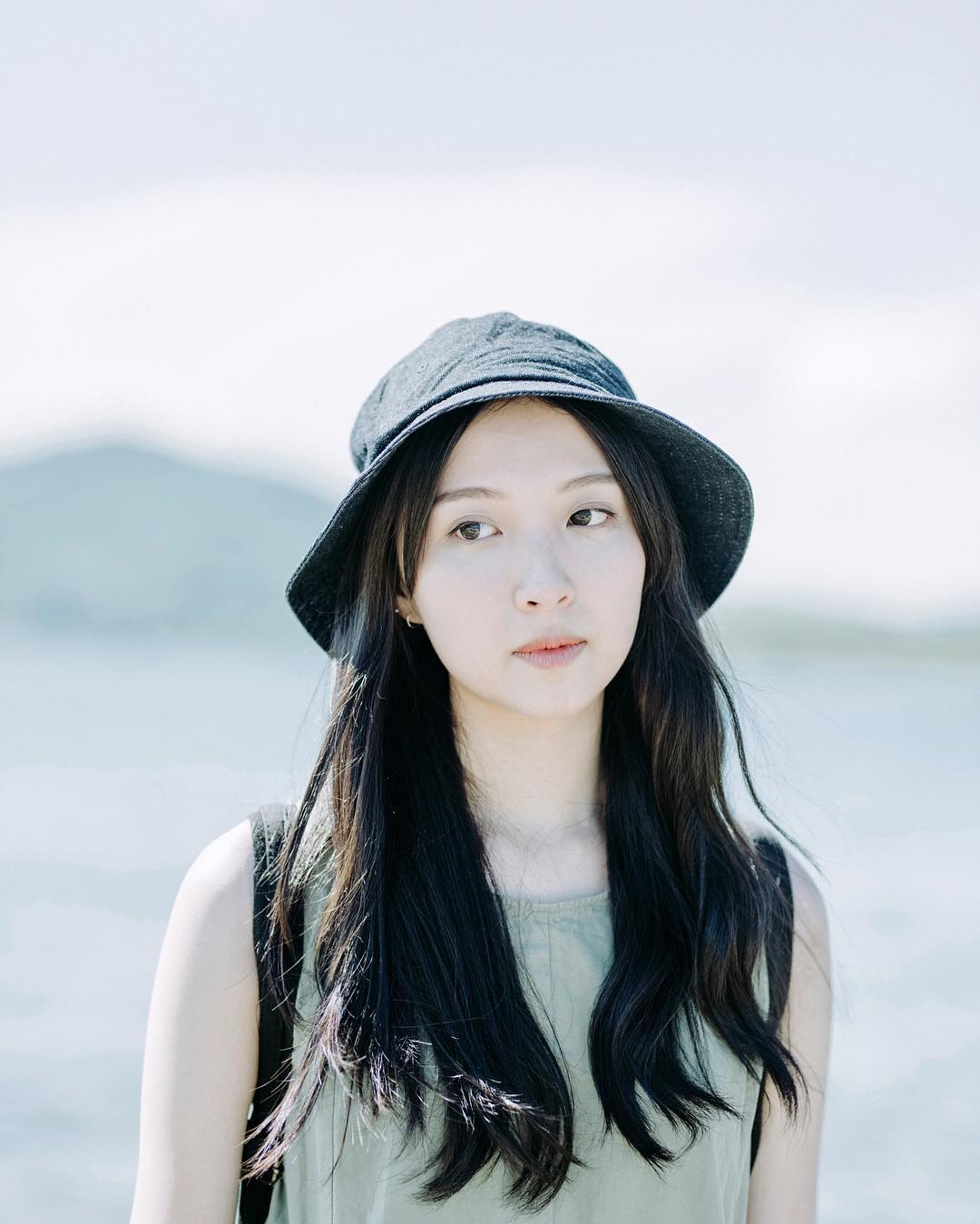 鏡頭前的賴凱靖是專業新聞主播,私底下的她是專玩菲林機的文青女神。(Instagram)
