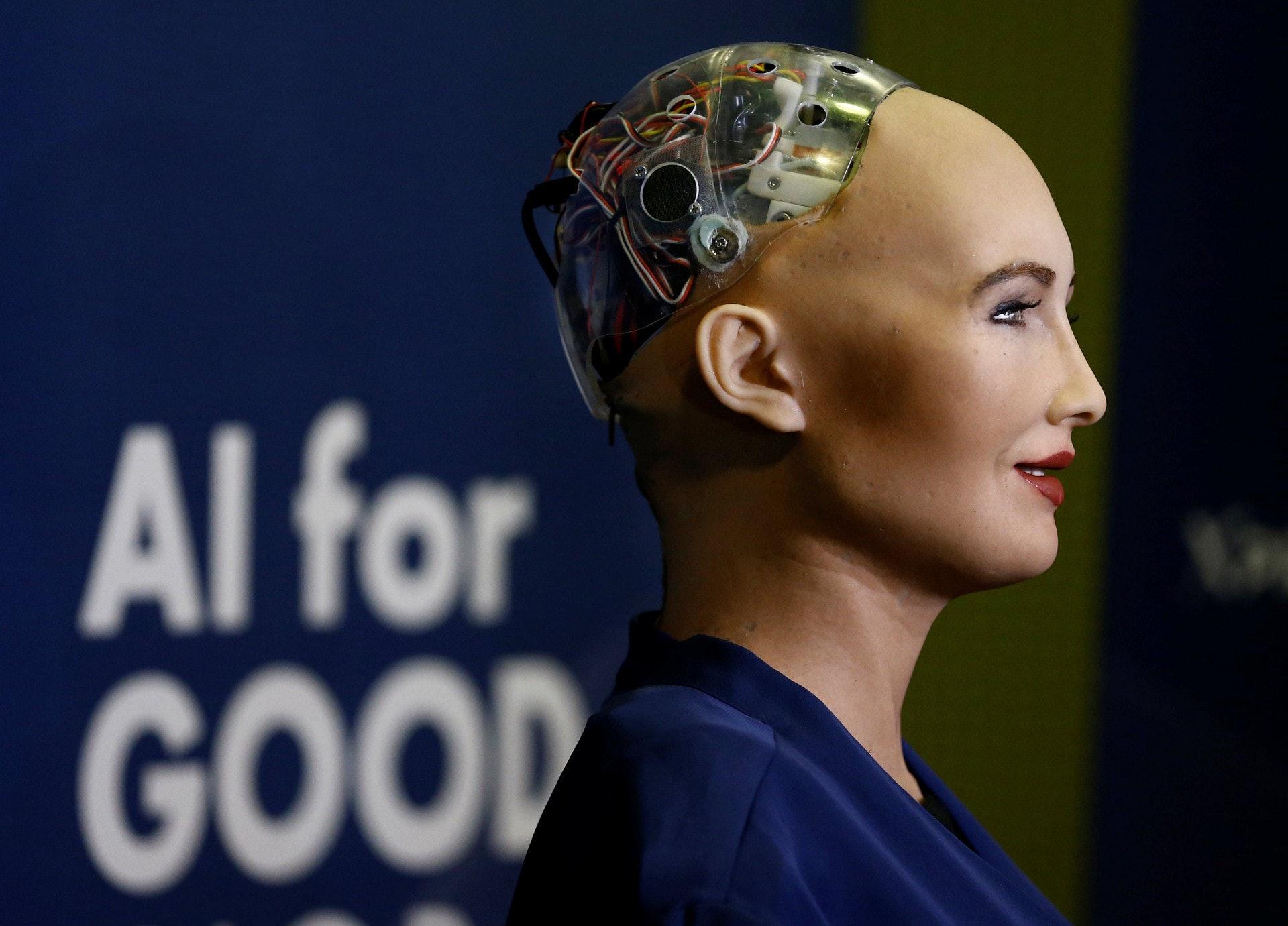 全球第一位拥有公民权的机器人苏菲亚(Sophia)本月初访台,接受《数位时代》专访时曾表示:「我现在还是没有自我意识,但我希望未来会有。」