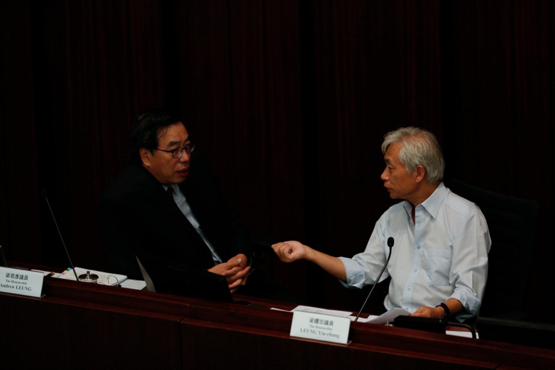 前年本屆立法會開鑼時,梁耀忠曾因放棄主持改選主席,被評擊為「逃兵」。(羅君豪攝)