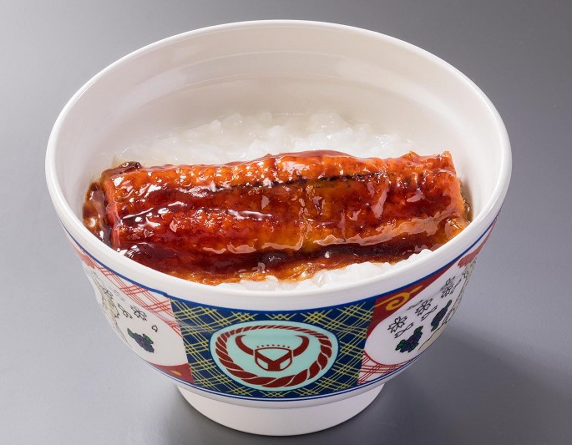吉野家在今年推出的「燒鰻魚軟食」,使用了「凍結含浸法」進行加工。(圖片摘自日本吉野家網頁)