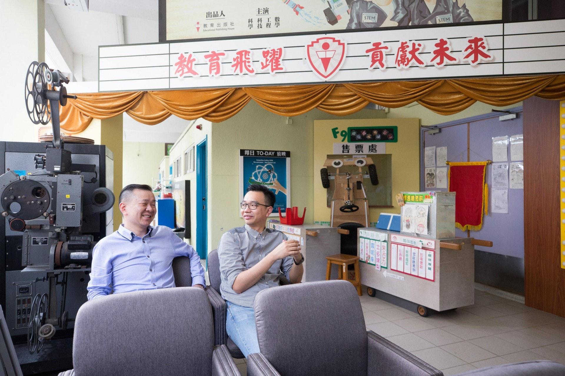 馮耀章(左)將於新學年接替朱子穎(右),成為天虹小學新任校長。(梁鵬威攝)