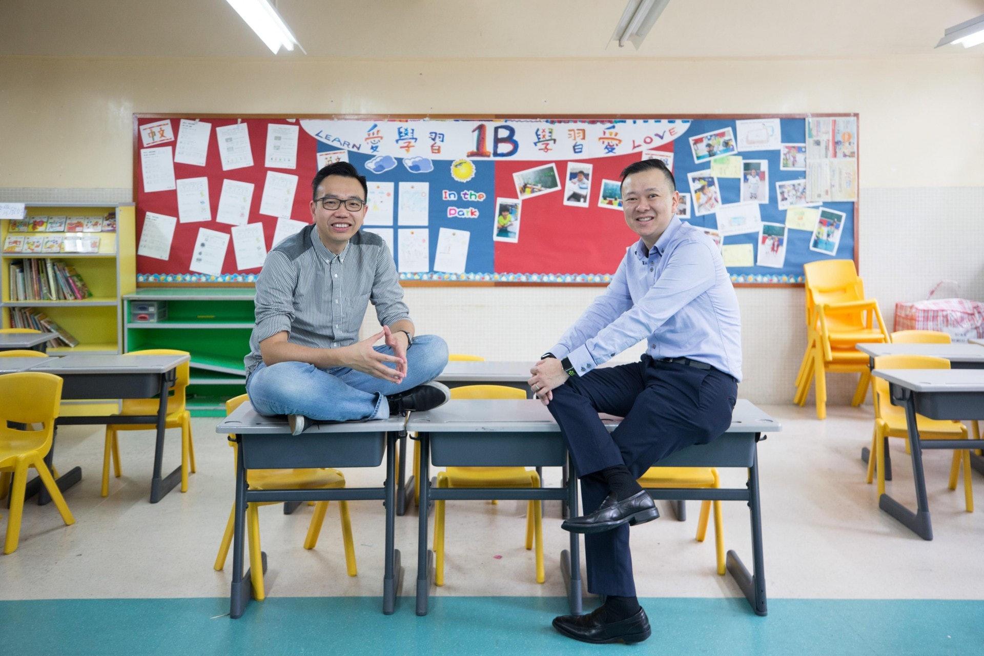 馮耀章(右)將於新學年接替朱子穎,成為天虹小學新任校長。(梁鵬威攝)