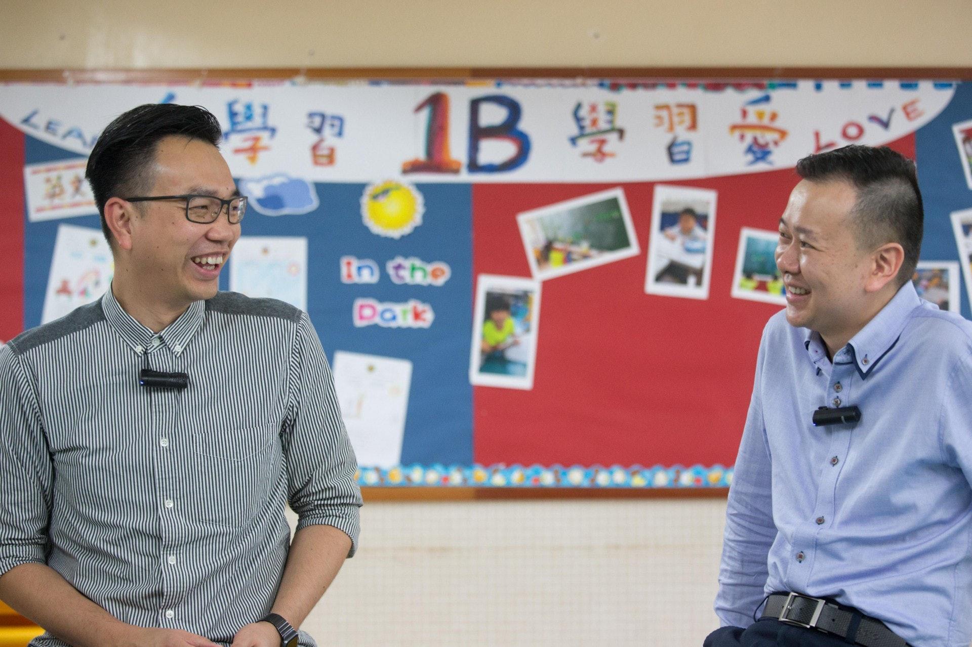 踏入9月,朱子穎校長(左)會將浸信會天虹小學交給馮耀章校長(右)。(梁鵬威攝)