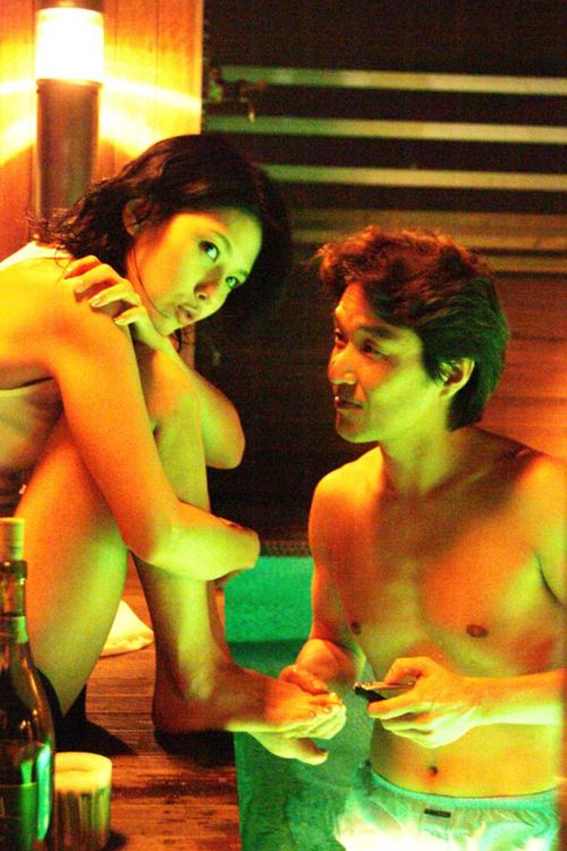 李恩宙因下海拍三級電影《紅字》,需要面對大量的裸露及性愛場面,再加上電影成績不佳,令李恩宙承受不住壓力而選擇自殺。(網上圖片)