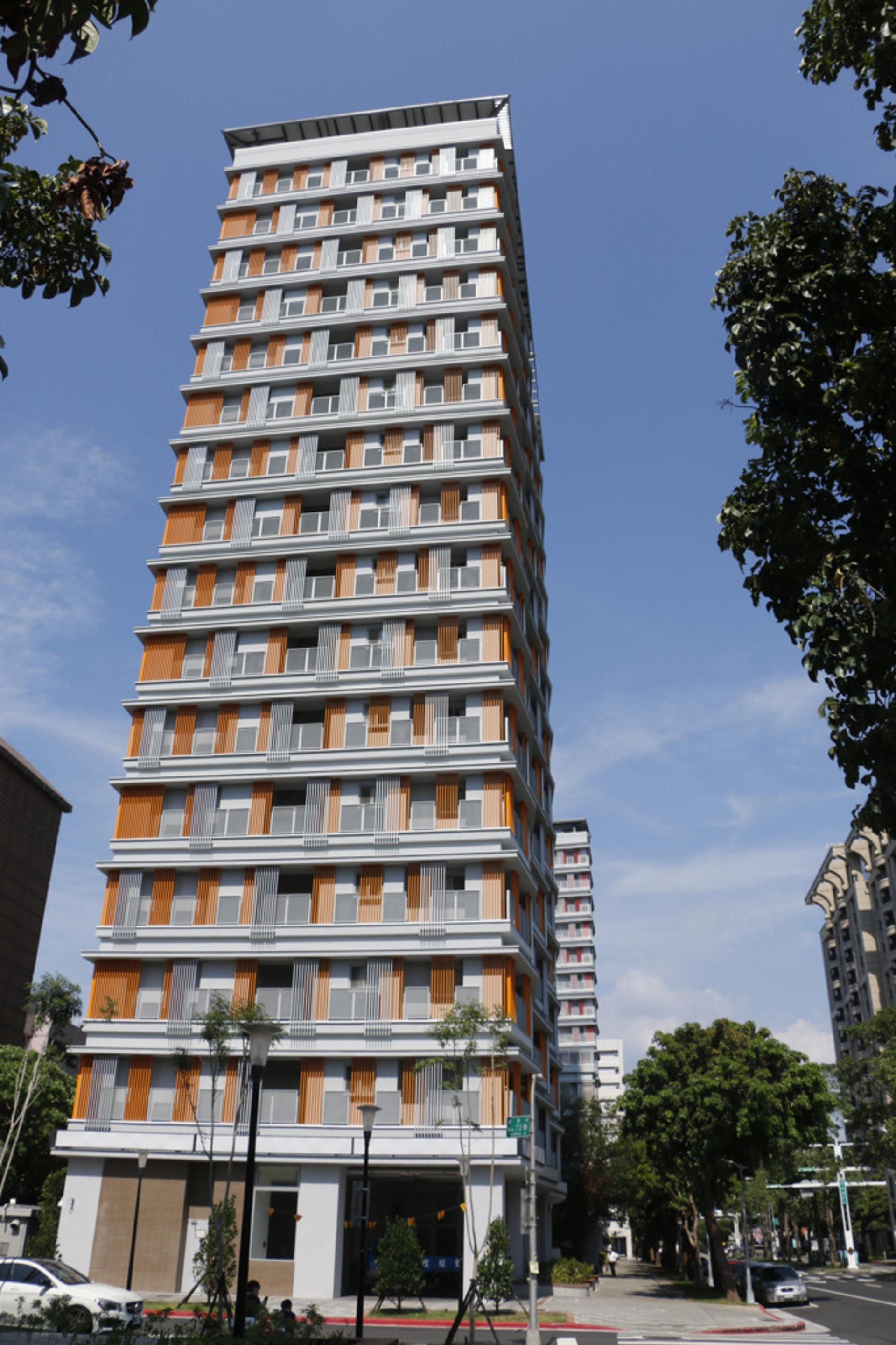玖樓團隊認為透過政府閒置空間的利用、官民合作的模式,就能給予台灣人更多住房選擇,圖為台北市健康公宅。(杜晉軒攝)