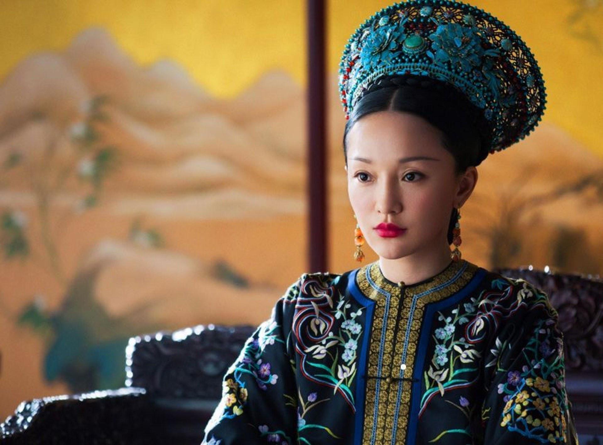 《如懿傳》故事背景建基於乾隆繼皇后烏拉那拉氏斷髮被廢的清宮懸案上。(網上影片截圖)
