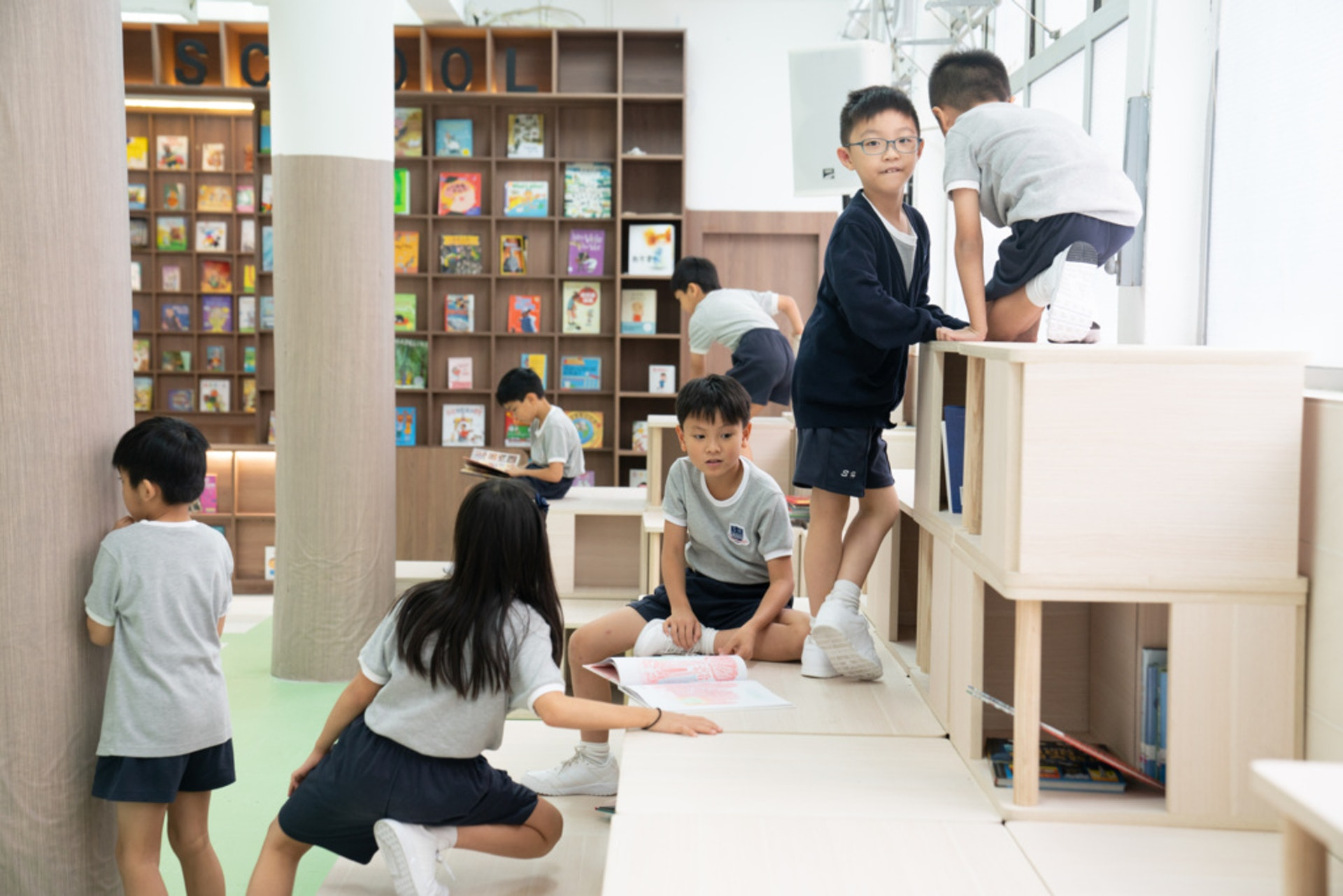 除了Sch-brary,整間學校都沿用了一樣尺寸的格仔,把校內空間更靈活使用。