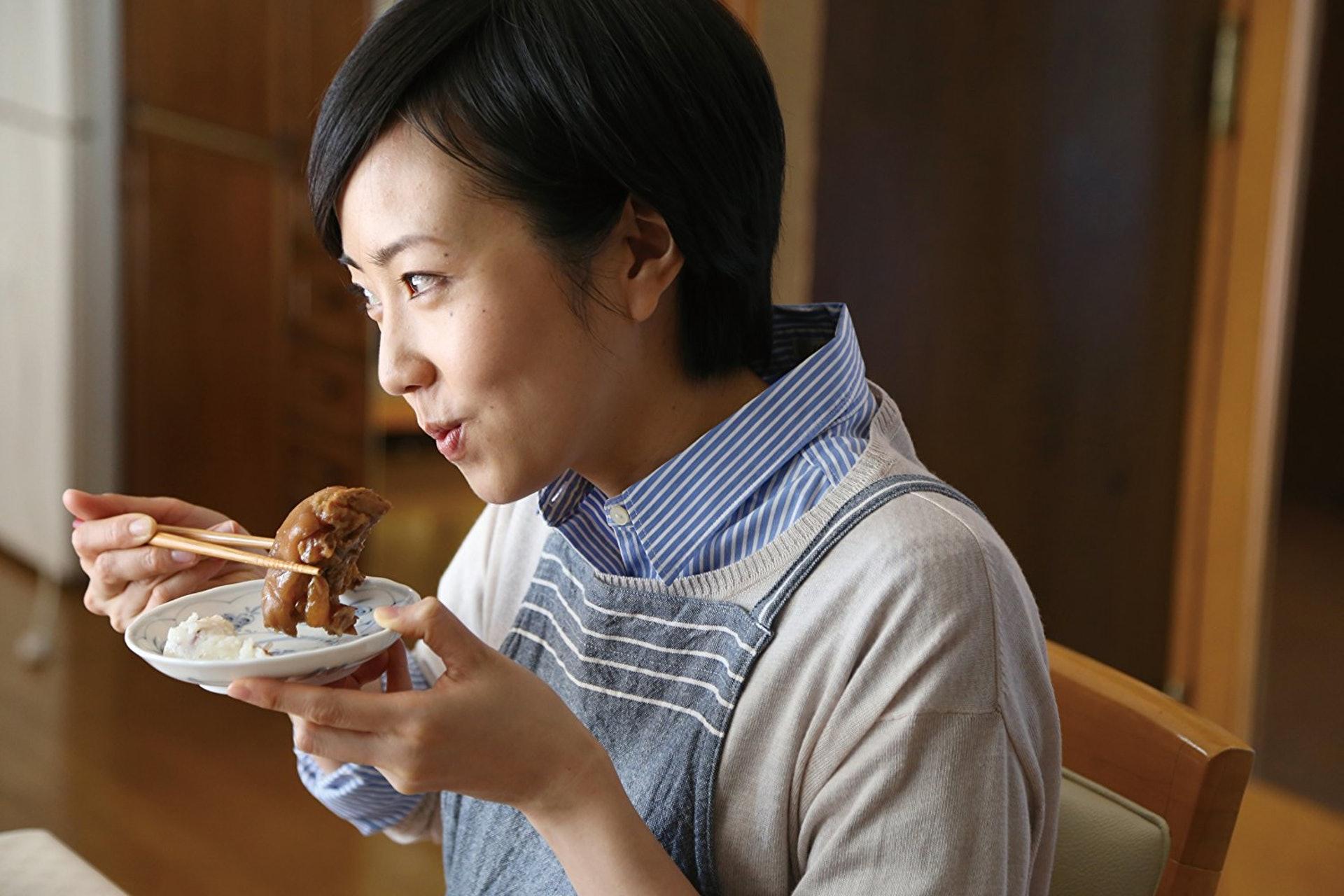 大肚能容天下事-到自己最愛的餐廳,吃完再算!(《阿媽,今晚食乜餸?》劇照)