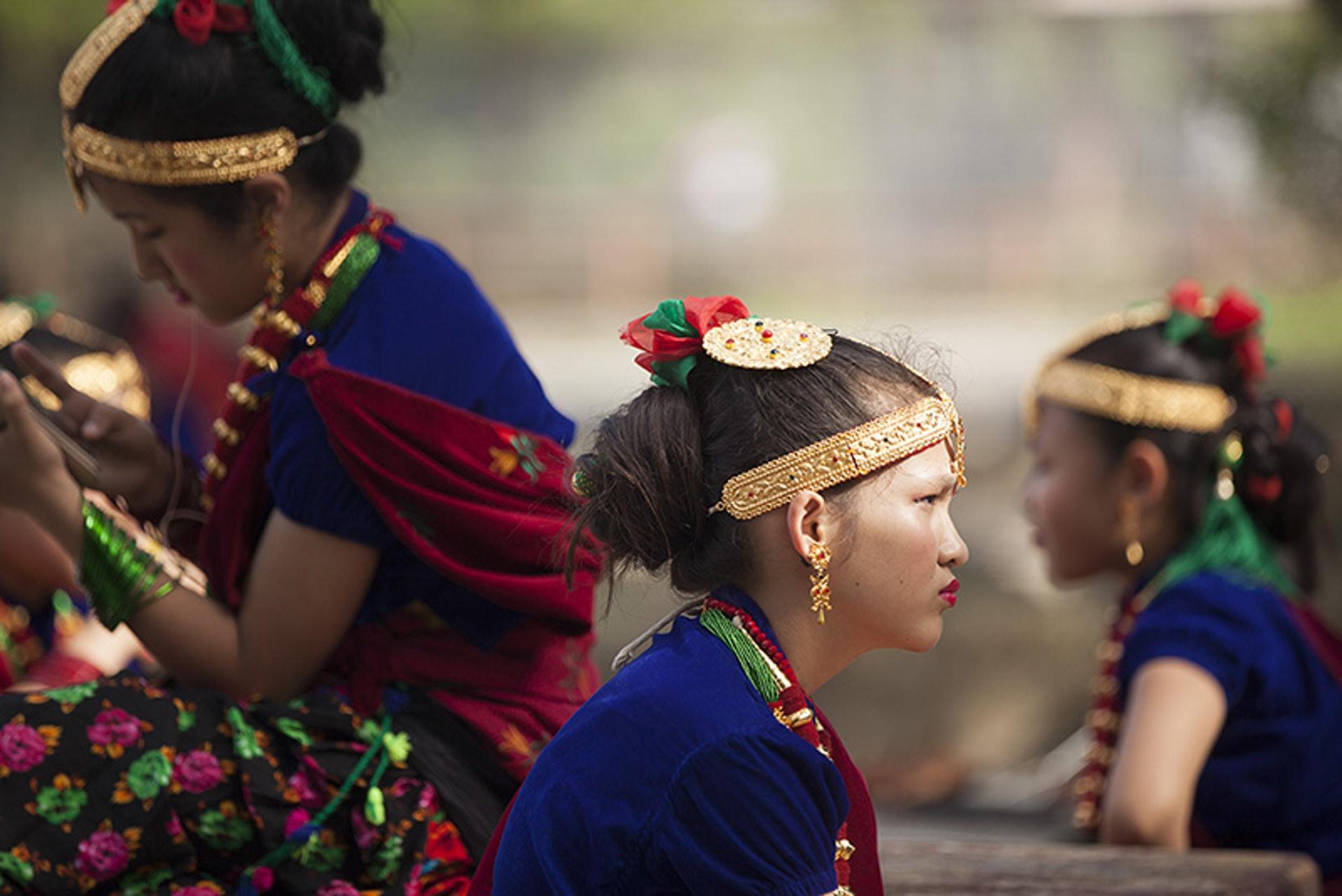 尼泊爾古倫種姓年輕婦女戴著Kantha項鏈和傳統頭飾(攝影師KevinLee李安民提供圖片,版權所有不得轉載)