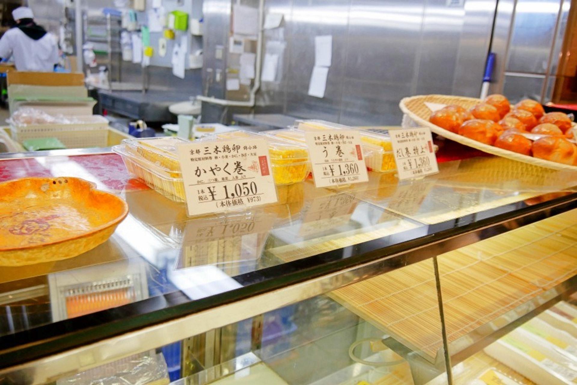 錦市場裡有許多賣玉子燒的店,當中的三木雞卵是最為有名!三木雞卵的玉子燒是以新鮮雞蛋、昆布湯和柴魚製成,口感綿密又扎實!(KKday)