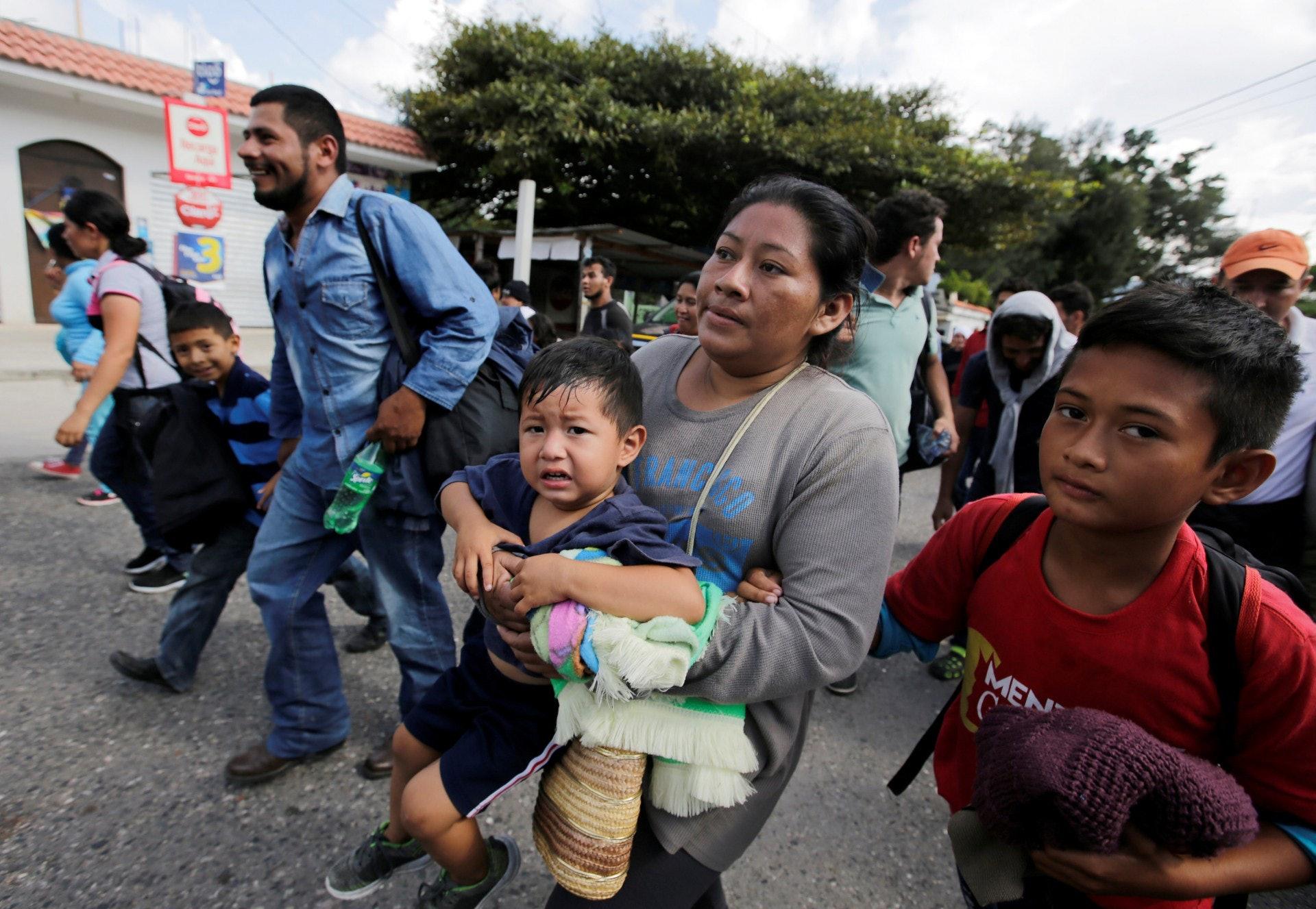 中美洲難民:大批來自洪都拉斯的難民扶老攜幼,嘗試穿越墨西哥進入美國。(路透社)