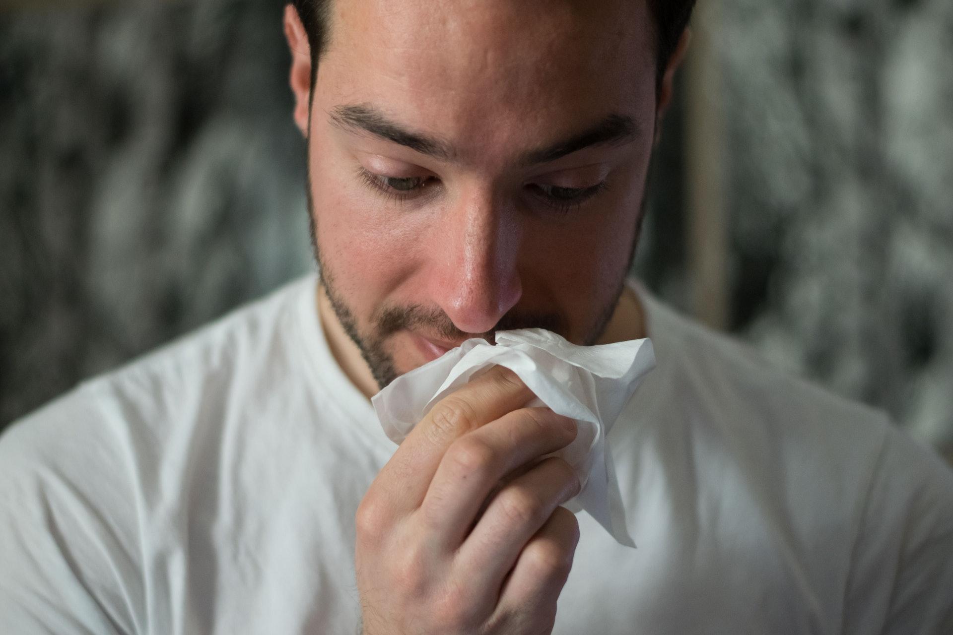 香港不少人有鼻敏感問題,與氣候濕熱也有關係。(Brittany Colette/unsplash)