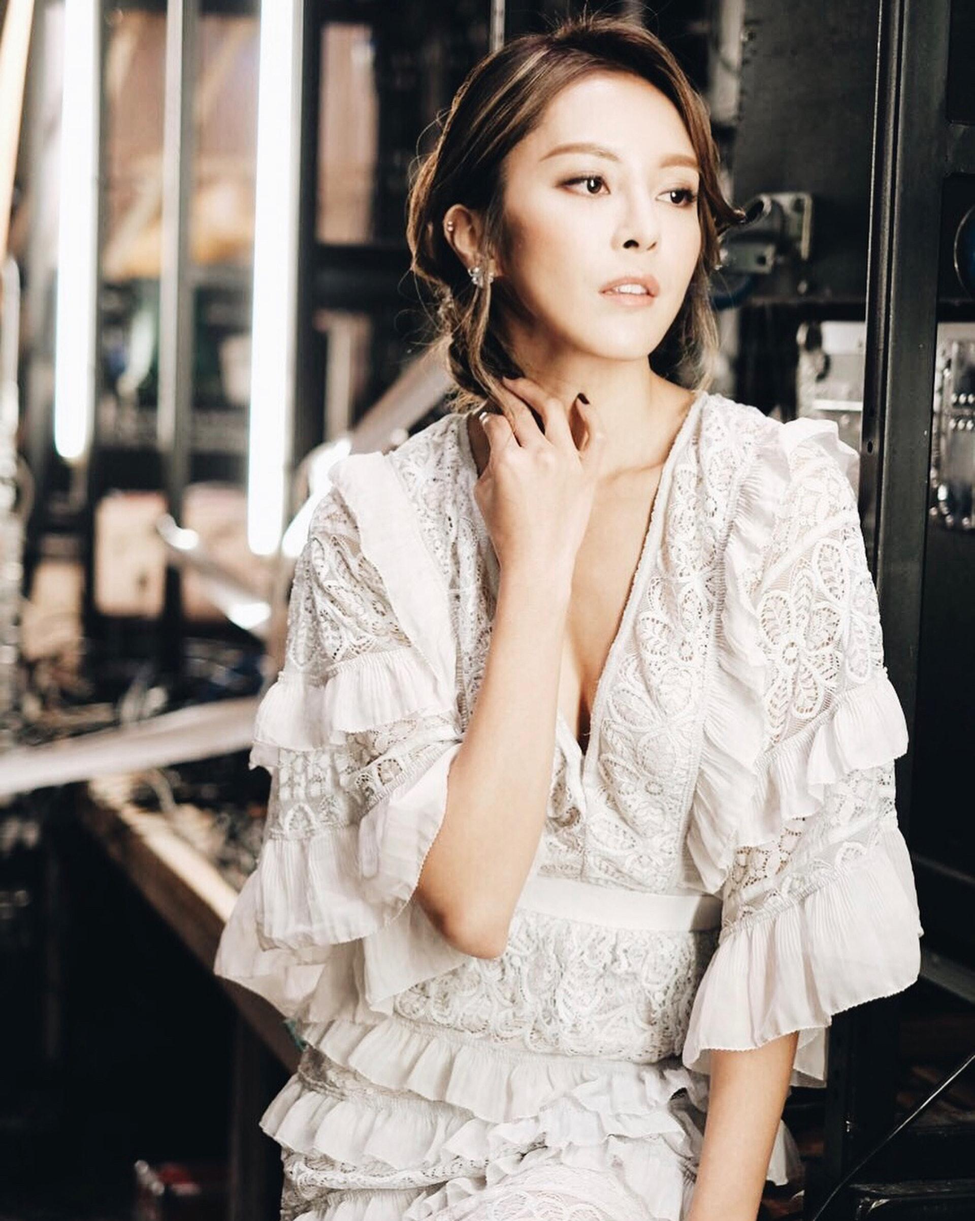 張曦雯(Kelly)憑出色的外貌與衣著打扮吸引一班粉絲支持。(kelllycheung@Instagram)