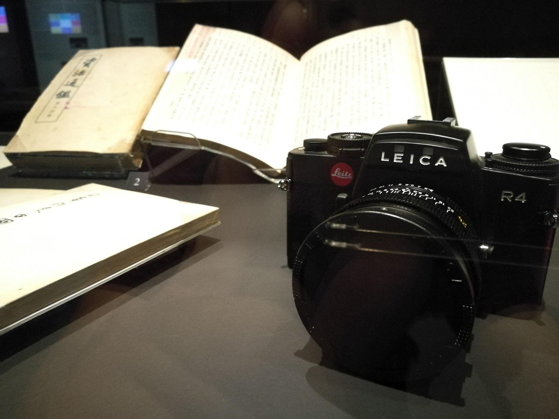 Leica R4是80年代產物,相信是查先生的心頭好。(VCG)