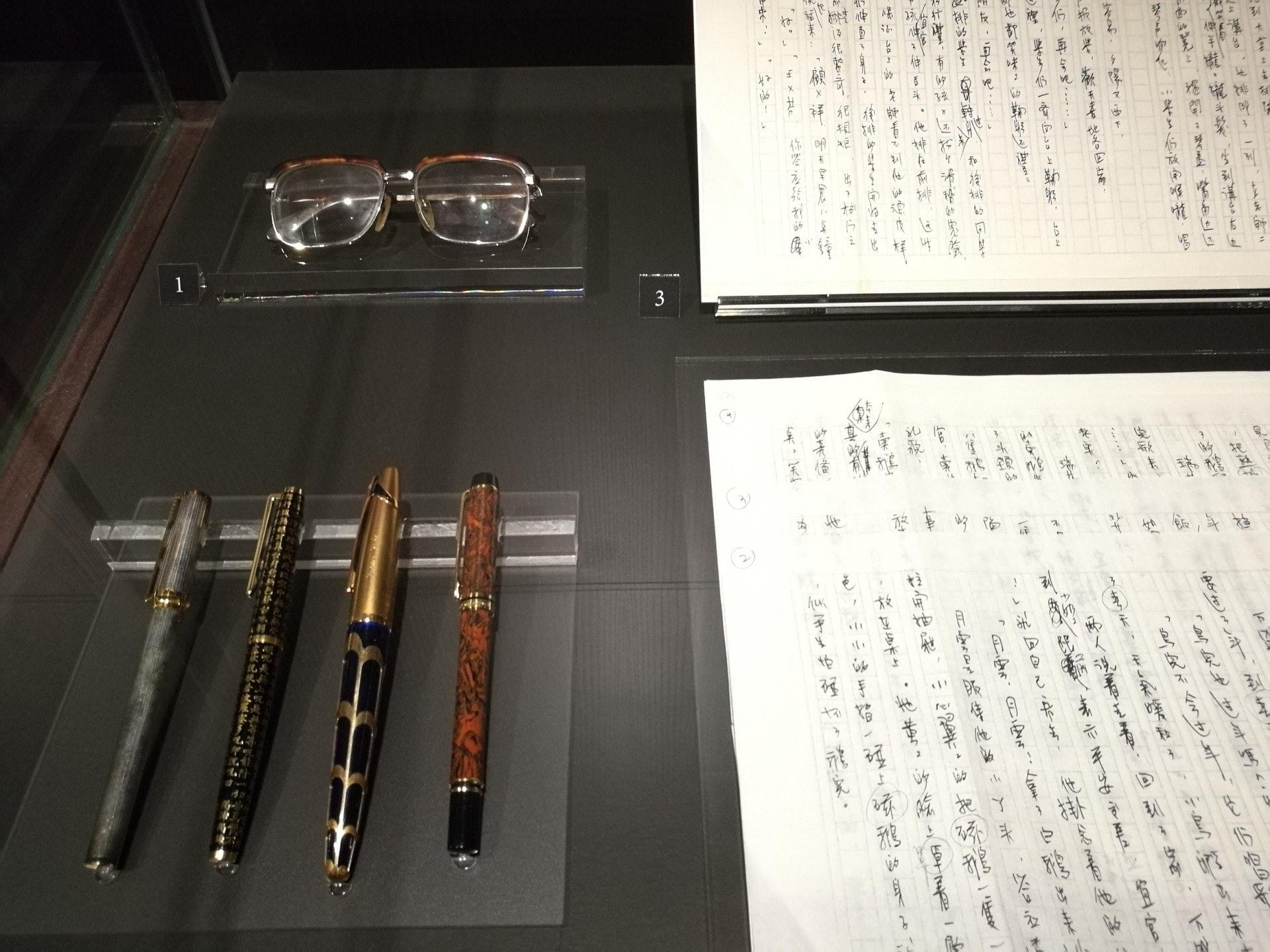 就連金庸先生用過的眼鏡及鋼筆,展覽都有收藏。(VCG)