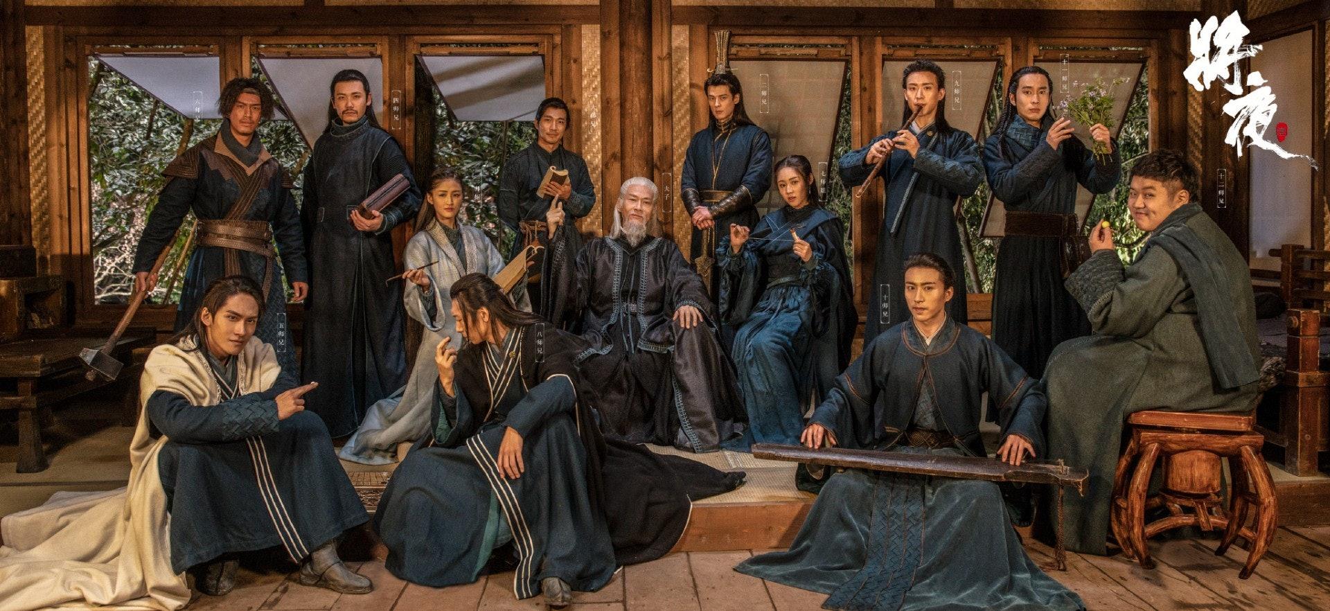 《將夜》中不少服裝都是單色,戲中身為草根的陳飛宇,服裝多為粗布麻衣,簡單樸素,透露出大氣。(微博圖片)