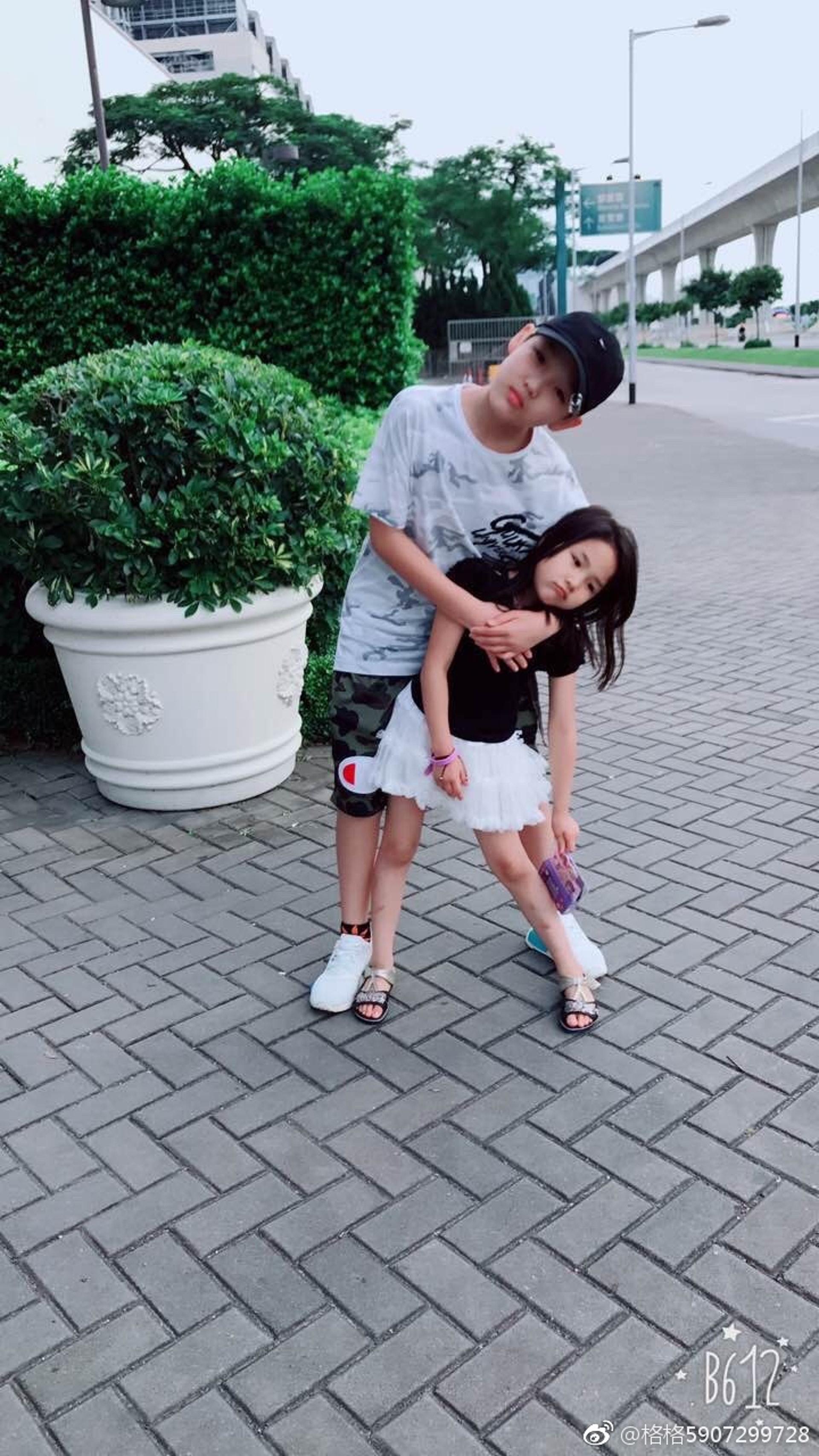 薛永希與妹妹感情甚好。(網上圖片)