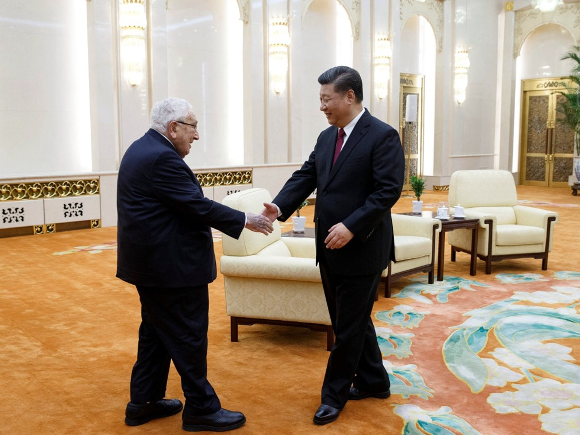 习近平在北京会见美国前国务卿基辛格。 (路透社)