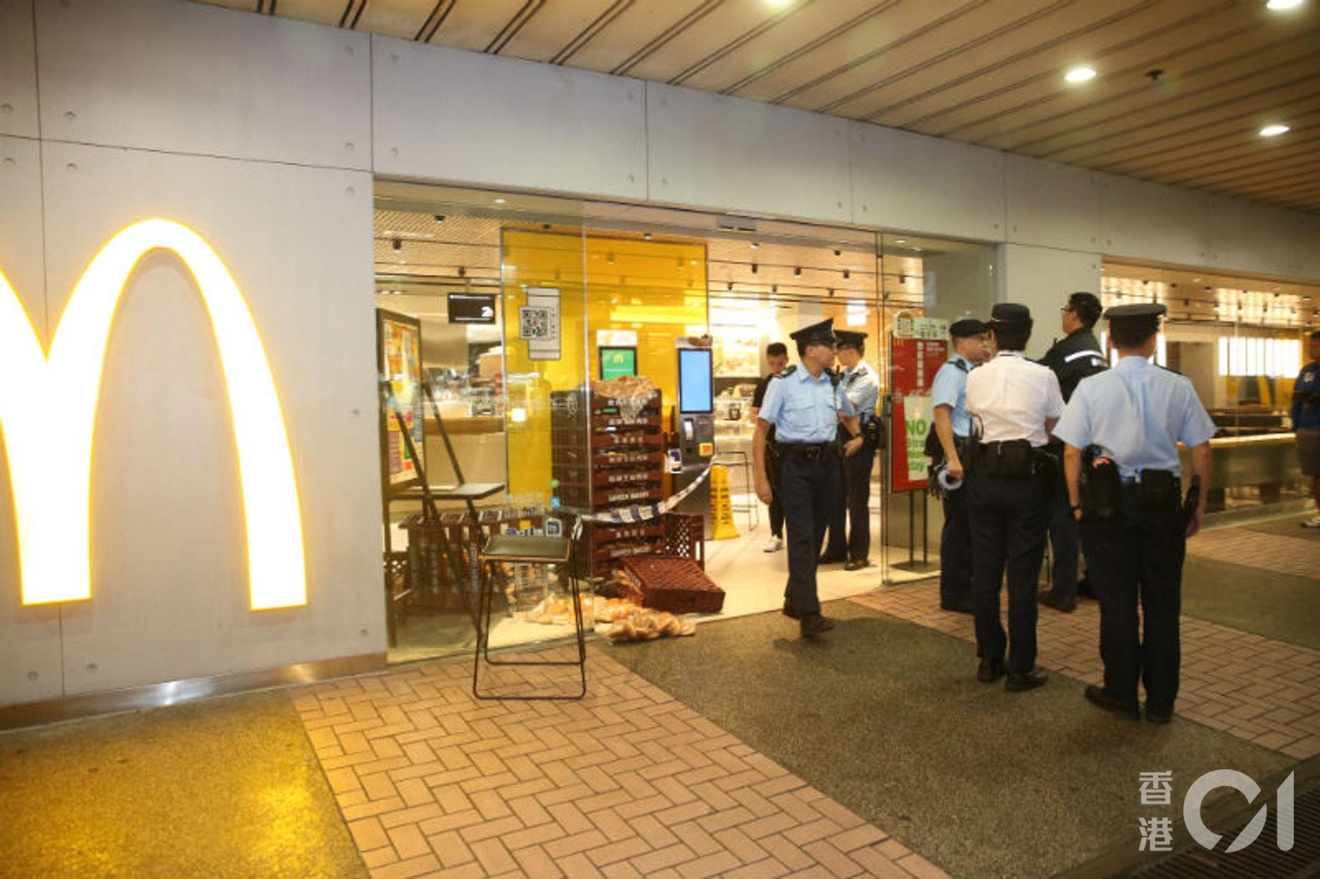 大批警員封鎖現場調查。(陳永武攝)