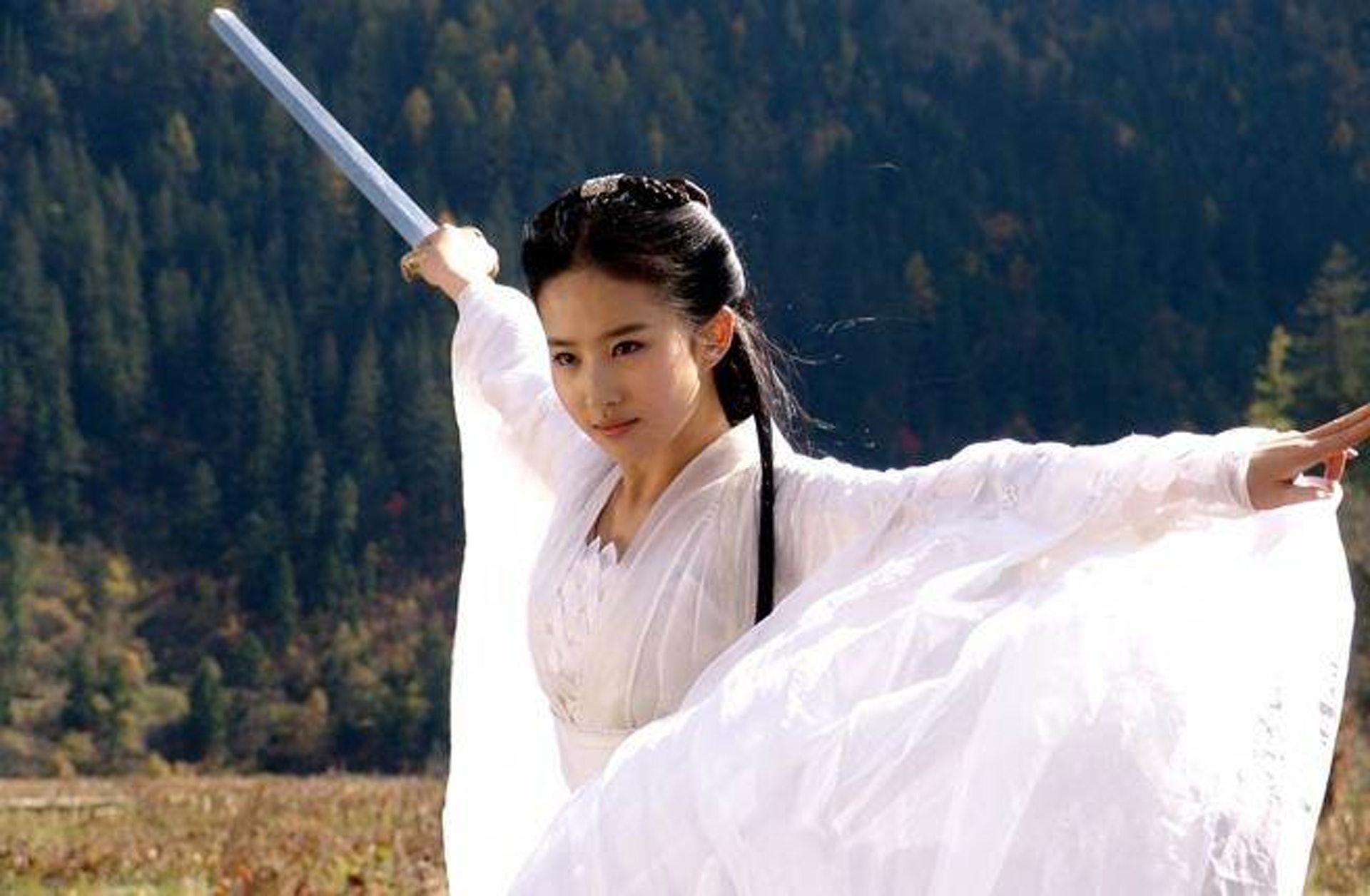 常常有人將劉亦菲版的小龍女和李若彤版作比較。(網上圖片)