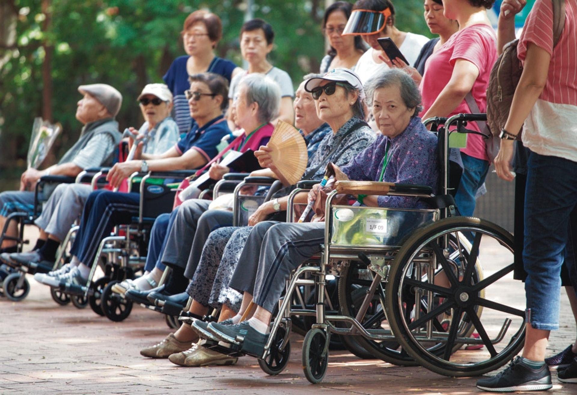 九龍西區人口有約116萬人,其中18萬人為長者,長者中又有5萬多人處於貧窮。(資料圖片)