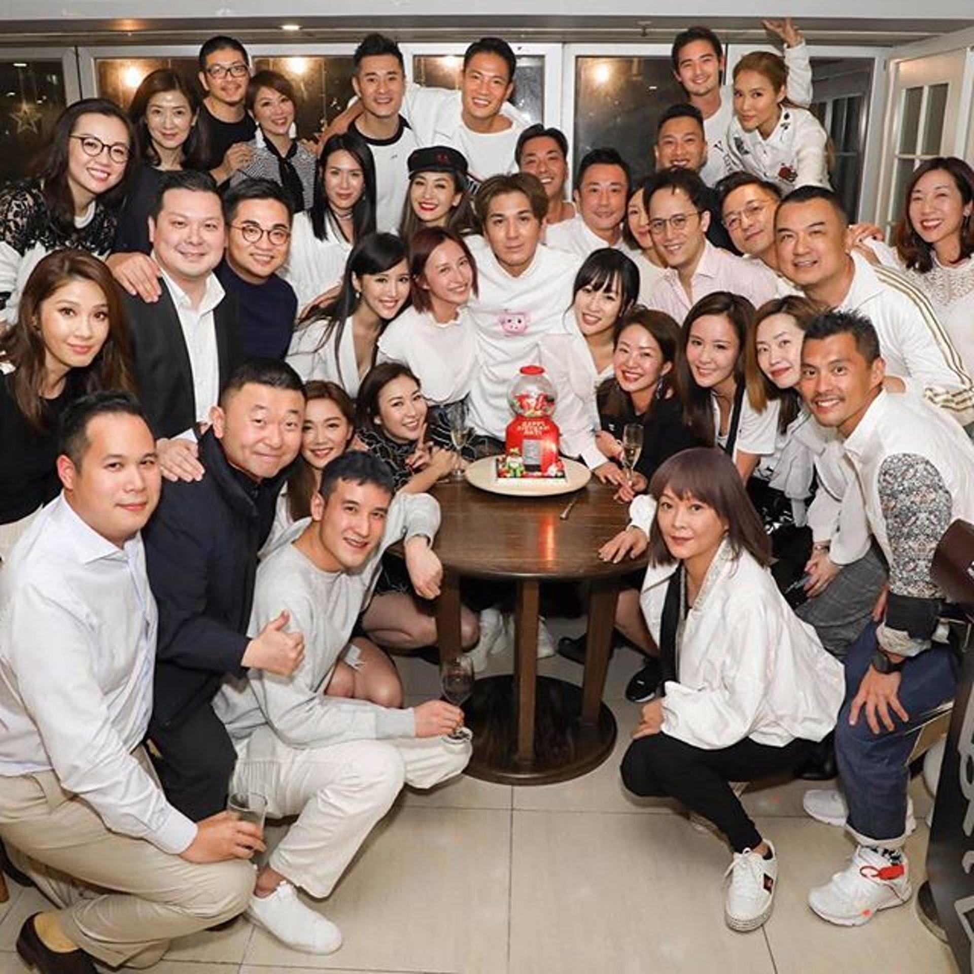 靚湯同鄭子邦一齊參加王大業個生日Party。