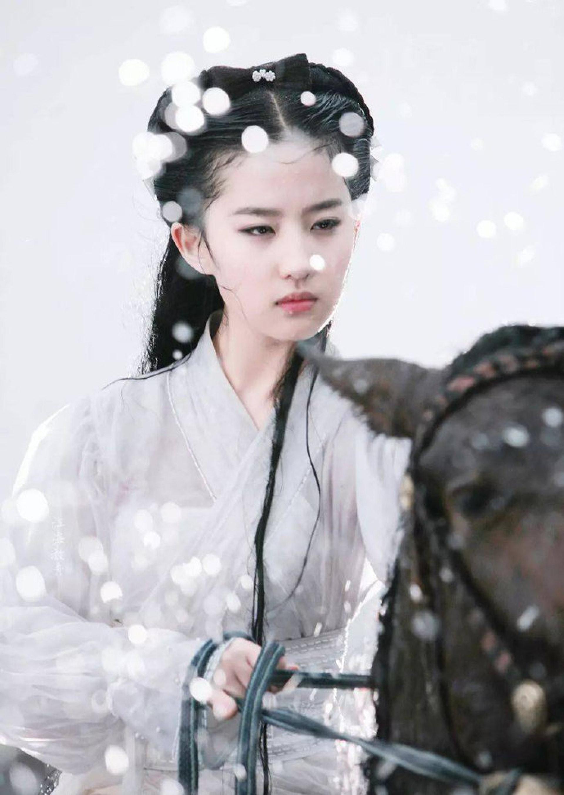 有不少網民表示劉亦菲的版本很難超越。(網上圖片)