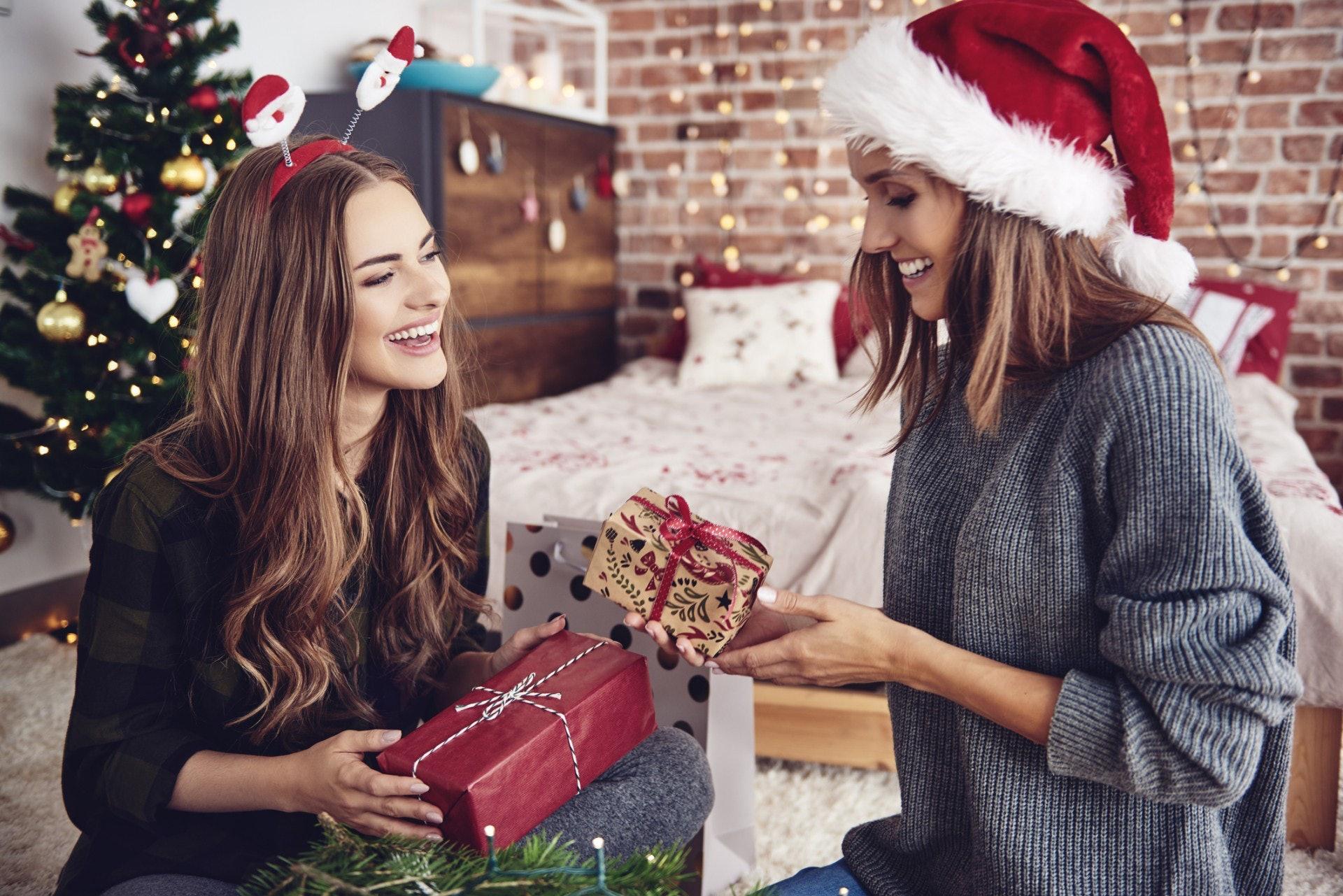 聖誕節快到,選擇禮物到聖誕派對交換,是令不少人煩惱的問題。(Getty Images/視覺中國)