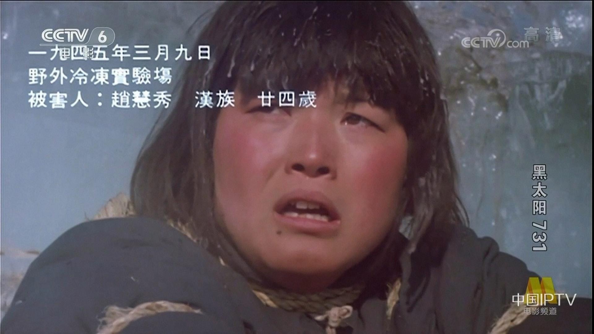 電影另一幕最嚇人,要數一名女子被帶到冰天雪地,雙手雪到變冰後被打碎,原來這個角色的扮演者是導演的外甥女。由於拍攝過程太辛苦,演員曾一度想放棄,最後還是邊流淚邊完成拍攝,令工作人員為之動容。(影片截圖)