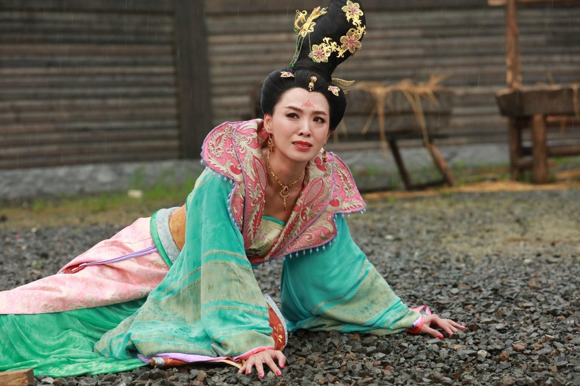 煒哥離婚後一直為演藝事業打拼,最終憑太平公主一角換來「最受歡迎電視女角色」的獎座。