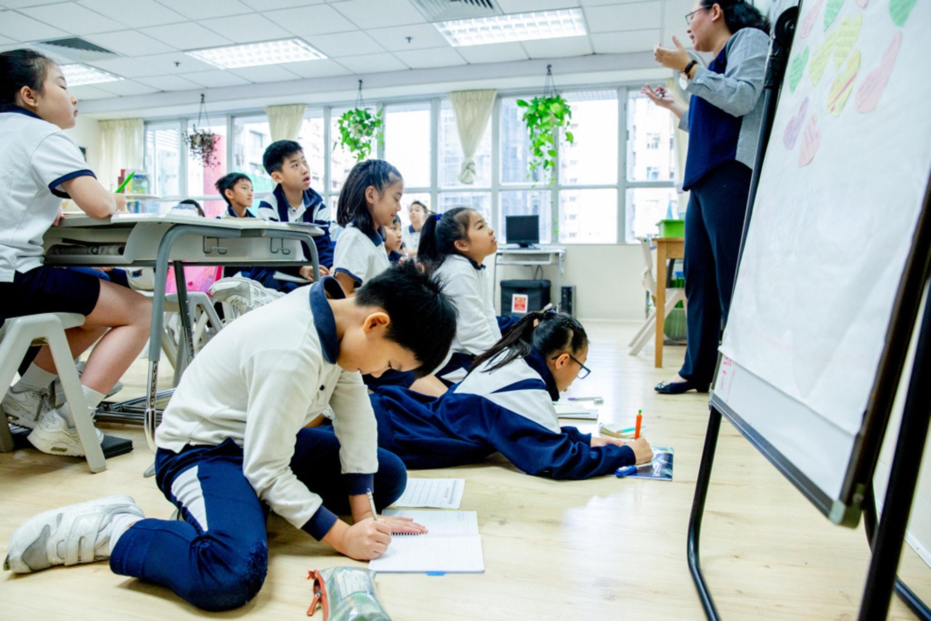 每節課55分鐘,看似很長,其實每10至15分鐘便會轉變授課形式,只有開始的5至10分鐘需要耐心聽講解。