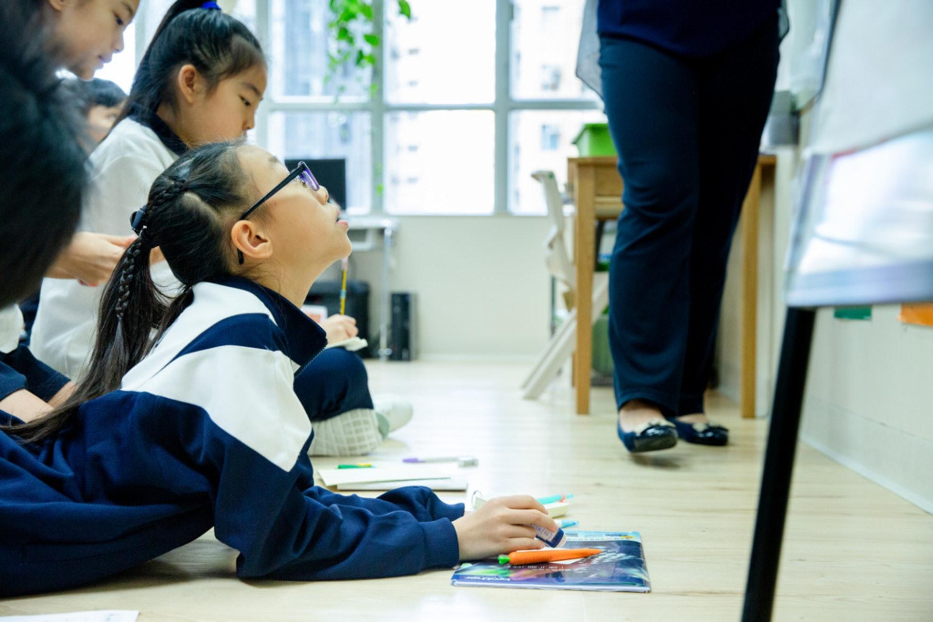 學生亦可以選擇不在座位上聽課,以自己最舒適的方法上課。