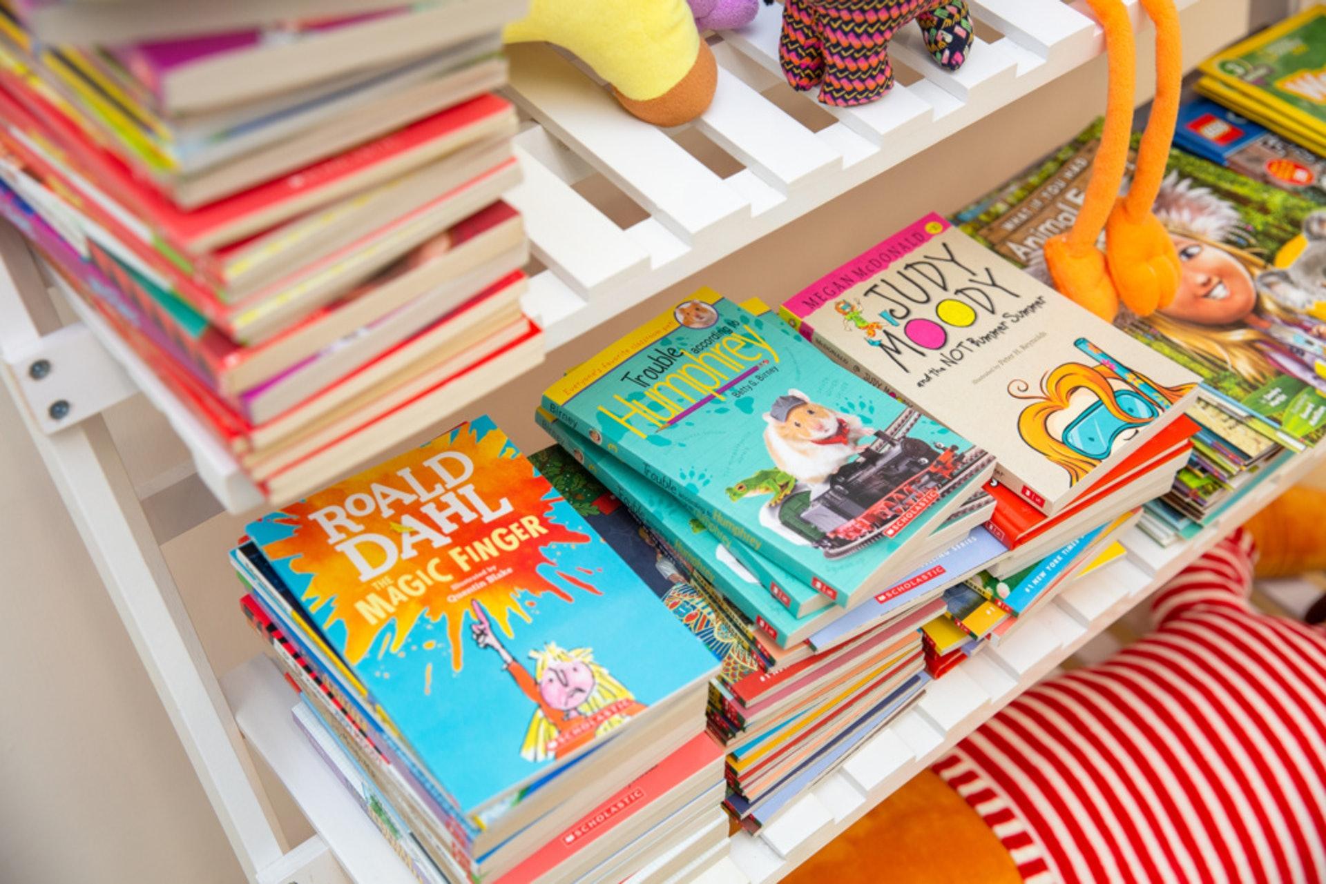 每位生日的學生可以到校長室,向校長拿一本書。
