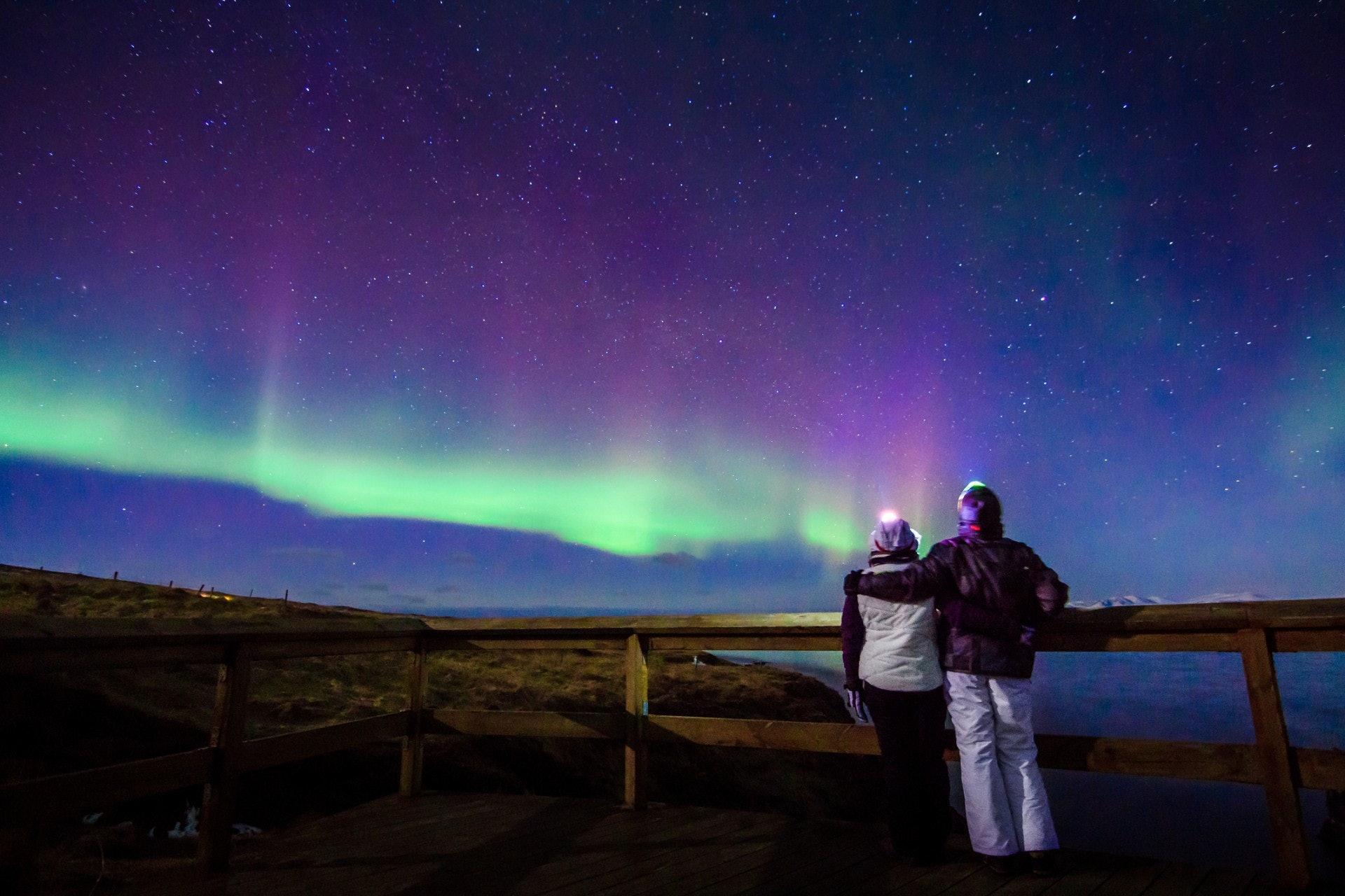 極光是極地氣候圈的一種特殊大氣發光現象。(Gettyimages/視覺中國)